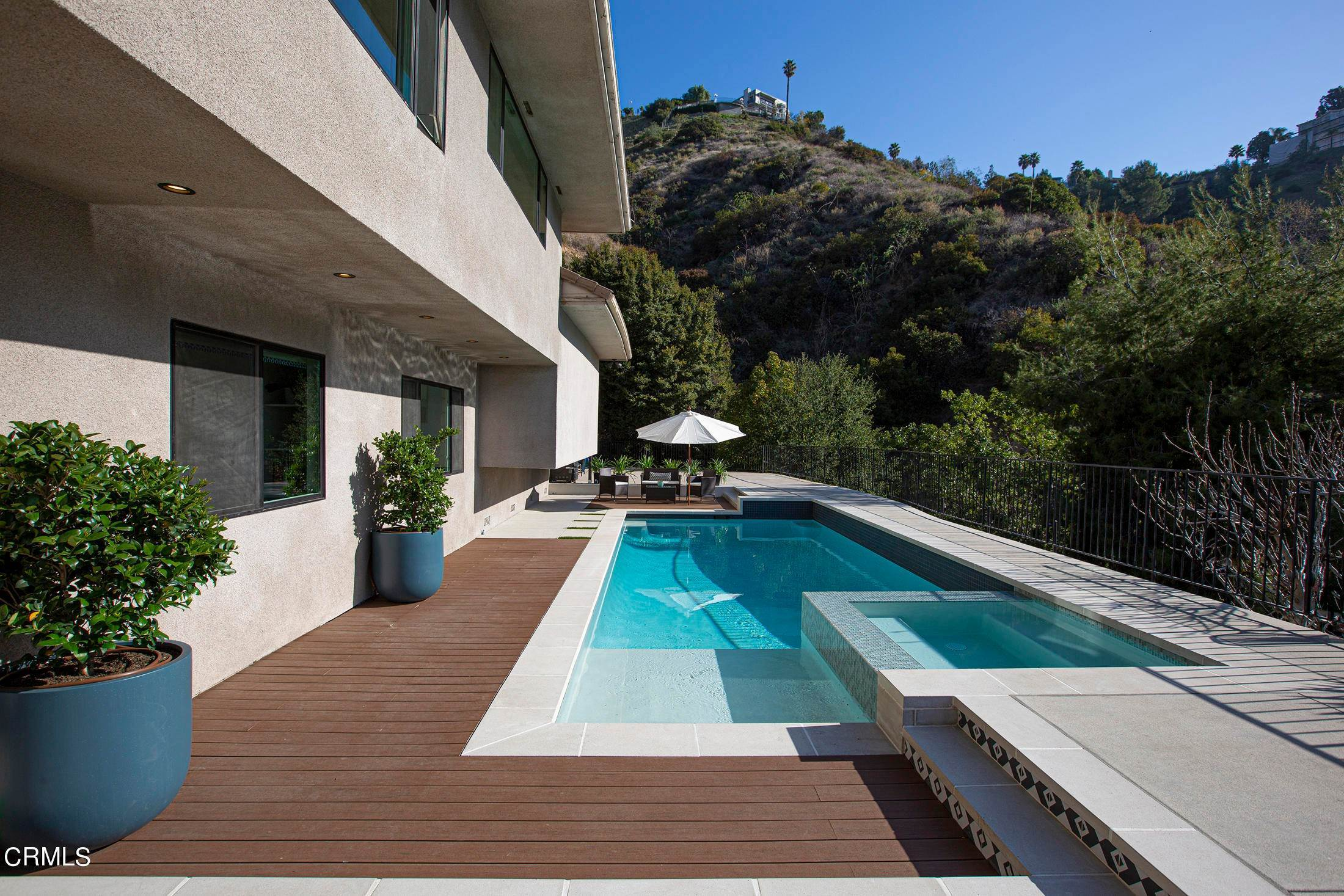 48. Single Family Homes for Sale at 220 Kempton Road Glendale, California 91202 United States