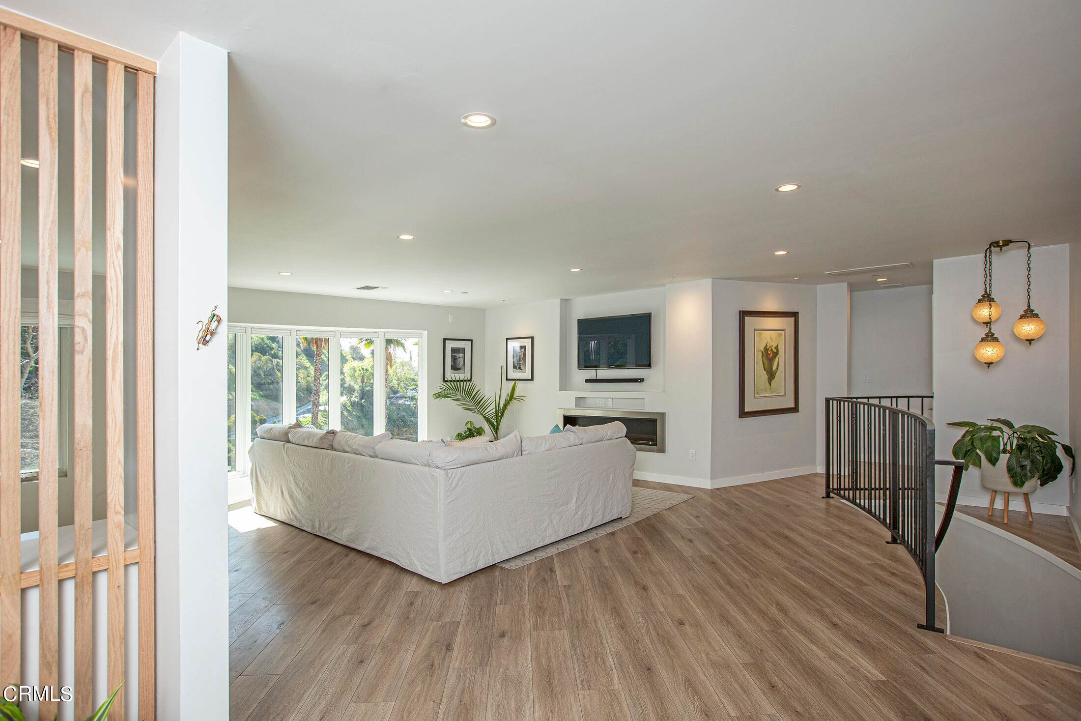 8. Single Family Homes for Sale at 220 Kempton Road Glendale, California 91202 United States
