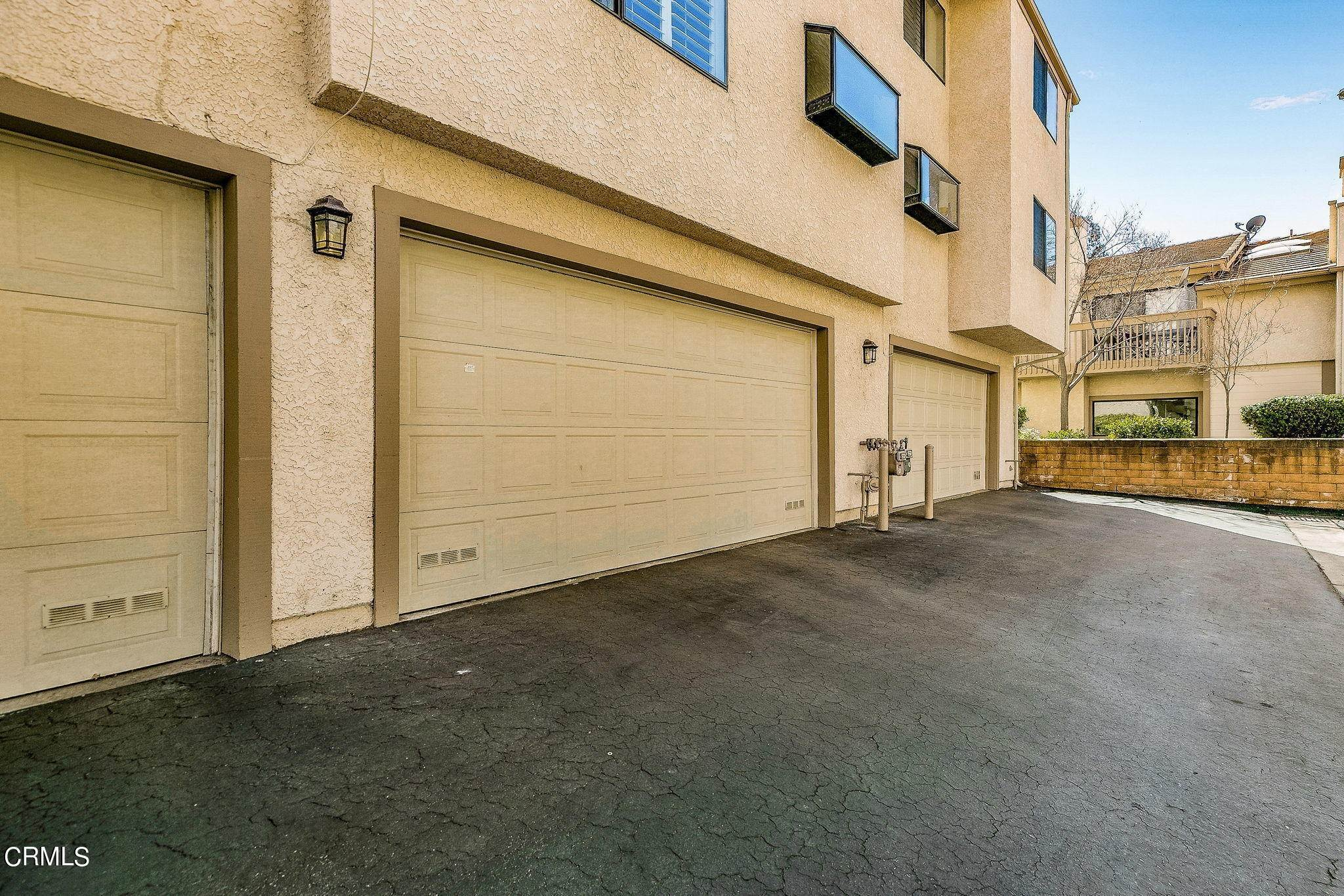 22. townhouses for Sale at 26124 Alizia Canyon Drive #D 26124 Alizia Canyon Drive Calabasas, California 91302 United States