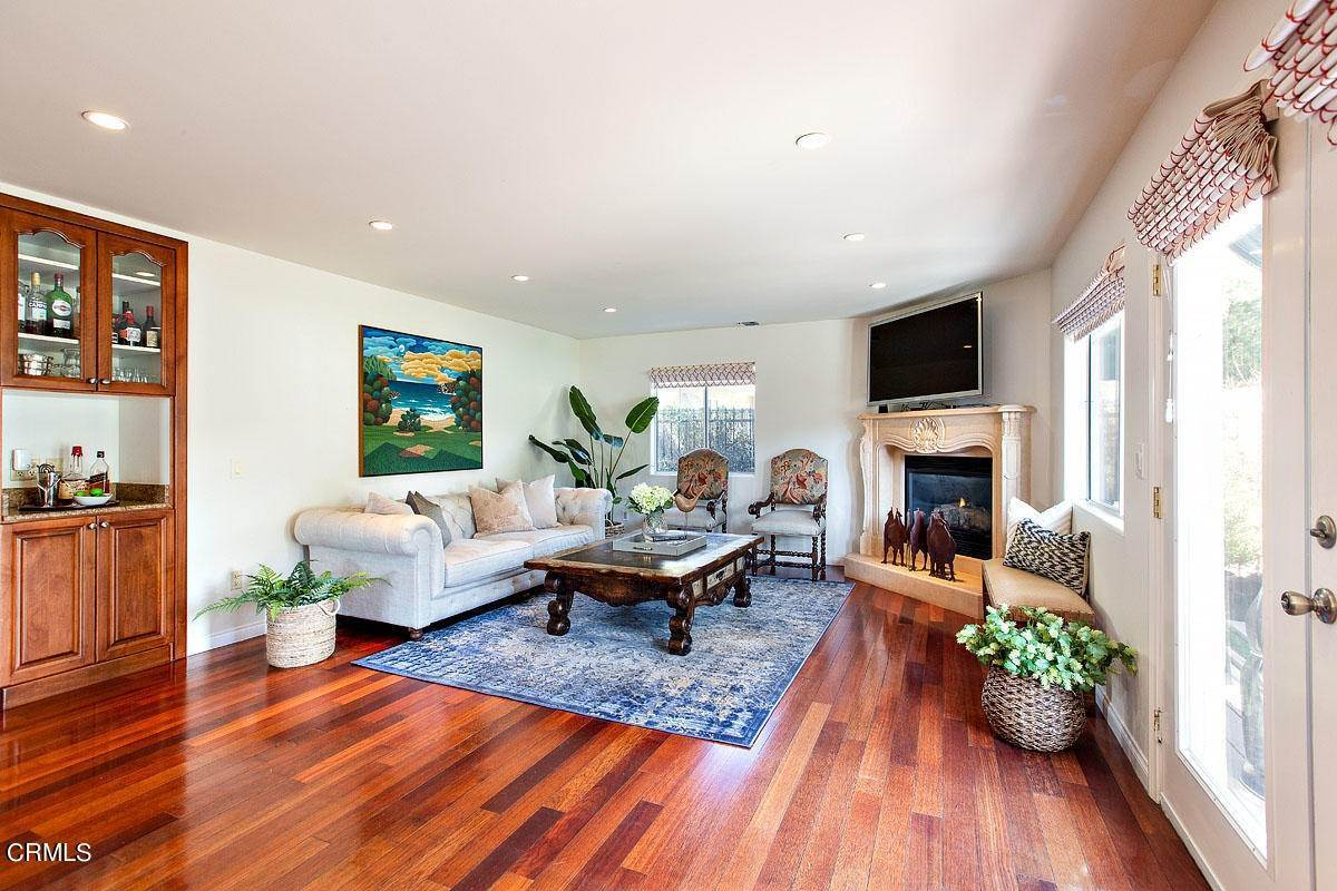 13. Single Family Homes for Sale at 610 Montecito Drive Los Angeles, California 90031 United States