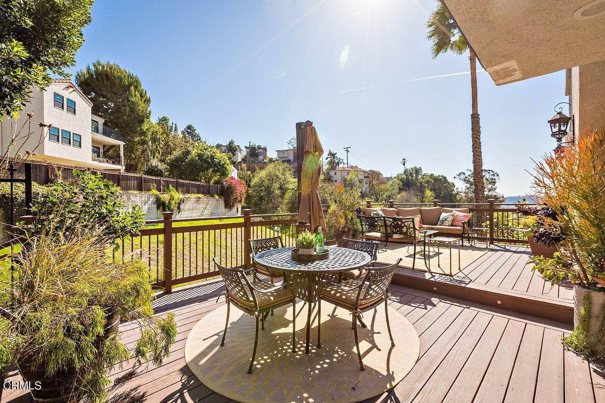 18. Single Family Homes for Sale at 610 Montecito Drive Los Angeles, California 90031 United States