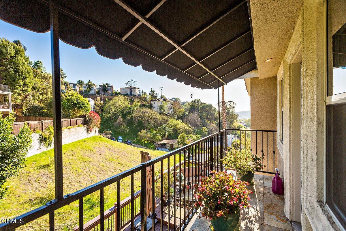 28. Single Family Homes for Sale at 610 Montecito Drive Los Angeles, California 90031 United States