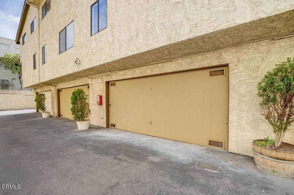 4. townhouses for Sale at 15021 Sherman Way #C 15021 Sherman Way Van Nuys, California 91405 United States