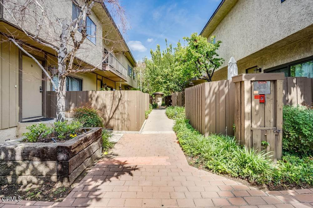9. townhouses for Sale at 15021 Sherman Way #C 15021 Sherman Way Van Nuys, California 91405 United States