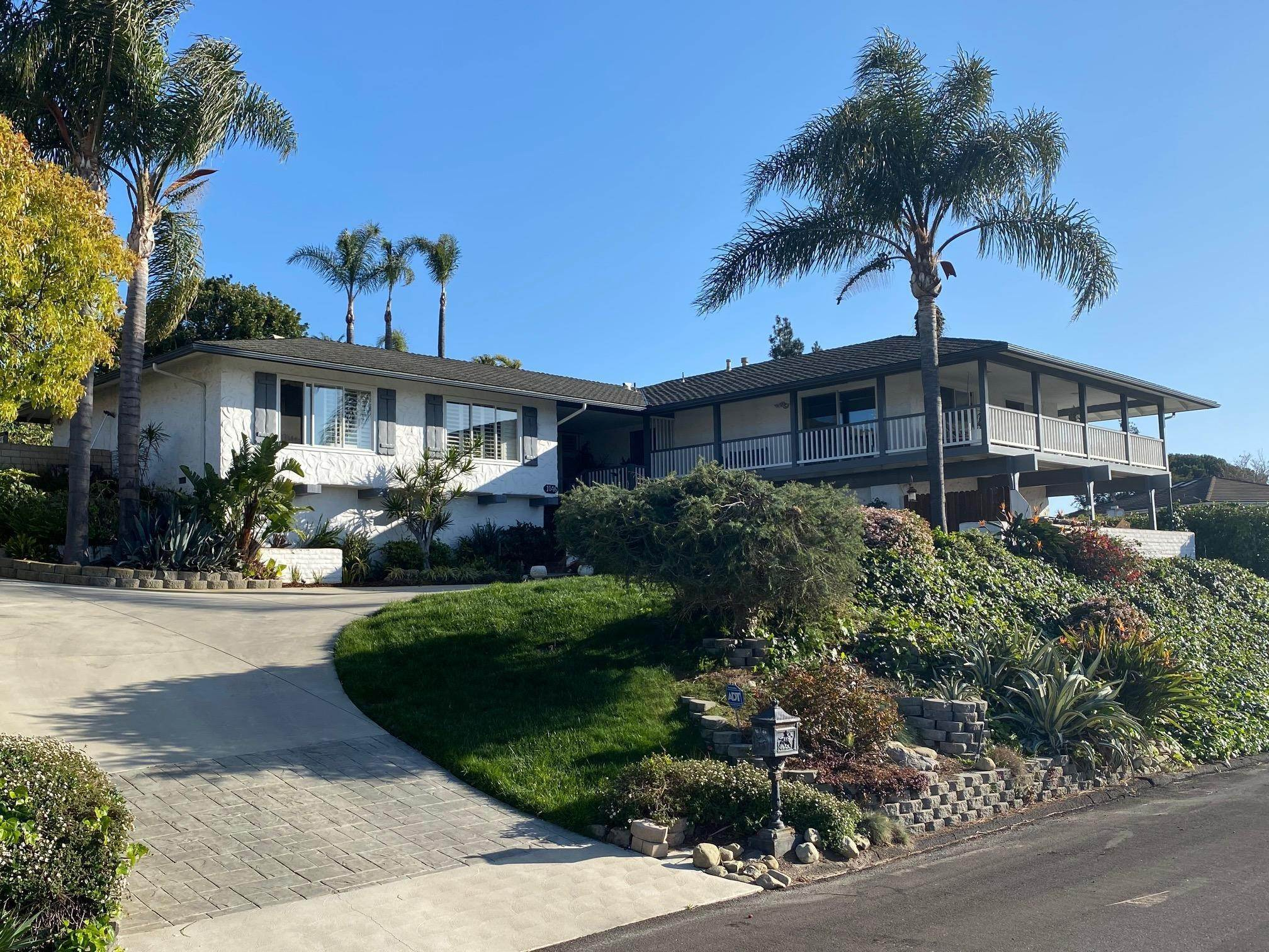 4. Single Family Homes for Sale at 1046 Garrido Court Camarillo, California 93010 United States