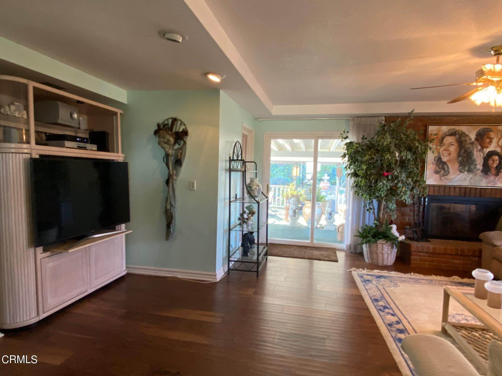 14. Single Family Homes for Sale at 1046 Garrido Court Camarillo, California 93010 United States