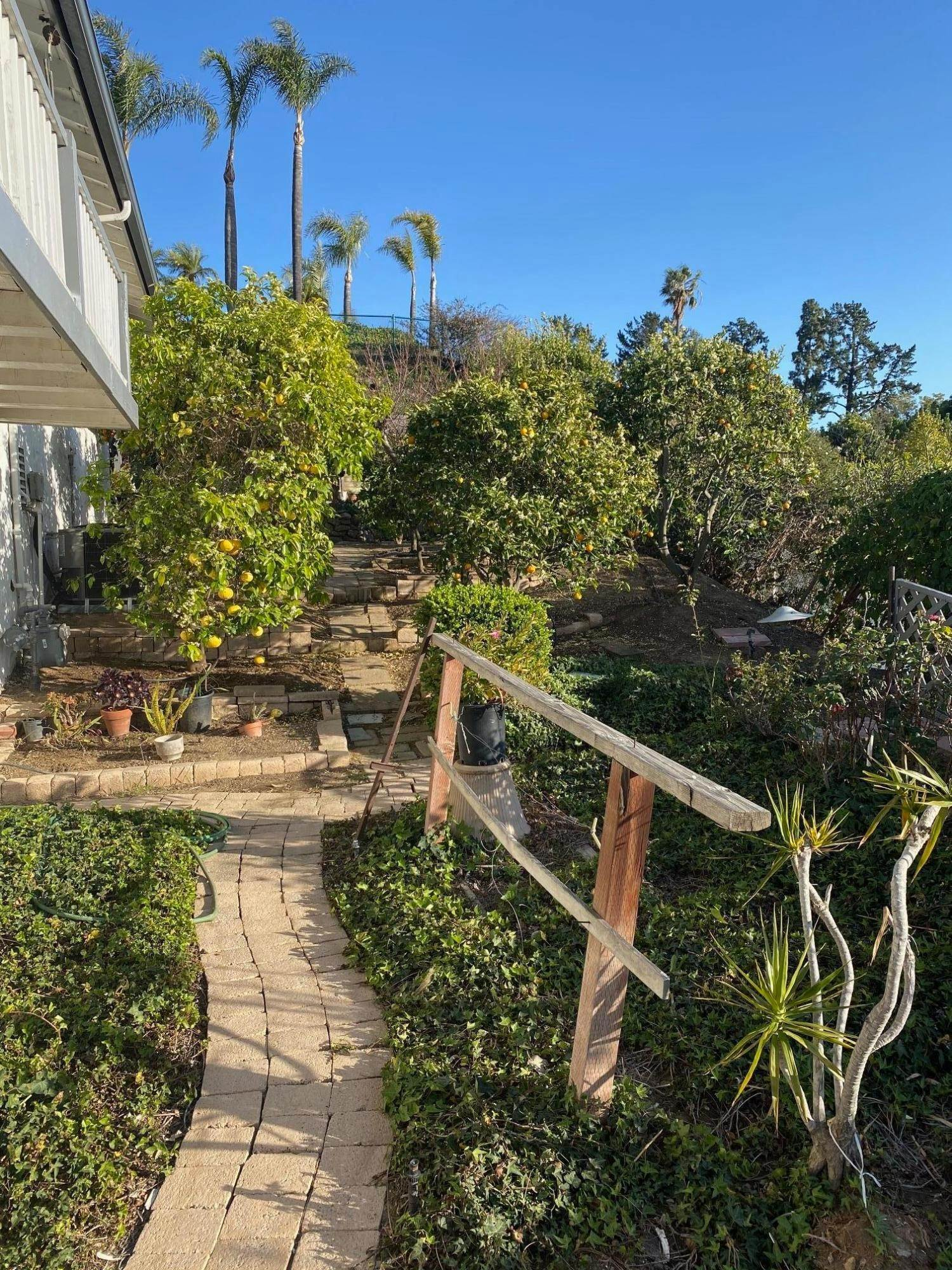 26. Single Family Homes for Sale at 1046 Garrido Court Camarillo, California 93010 United States