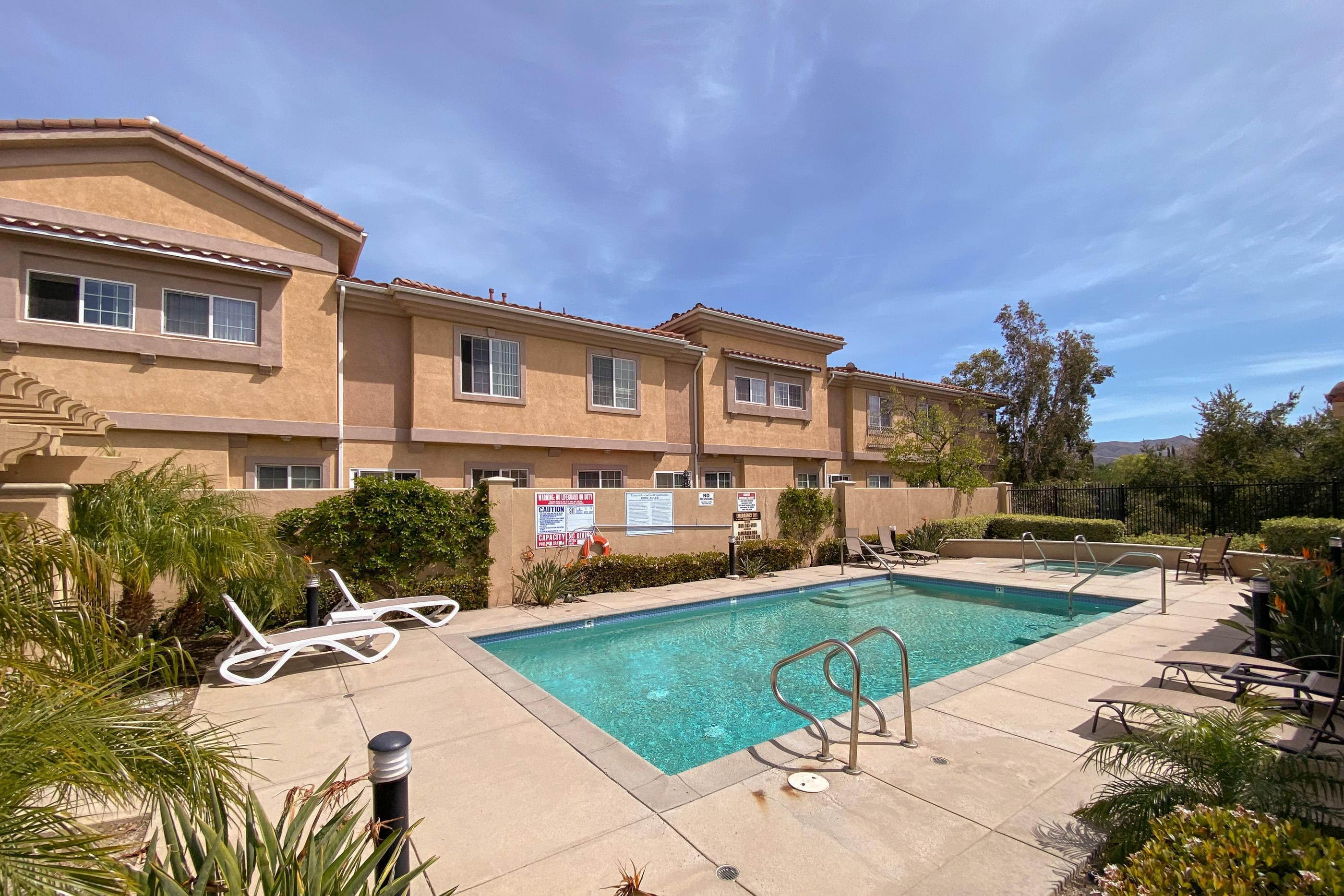 25. Condominiums for Sale at 508 Holly Avenue Oxnard, California 93036 United States