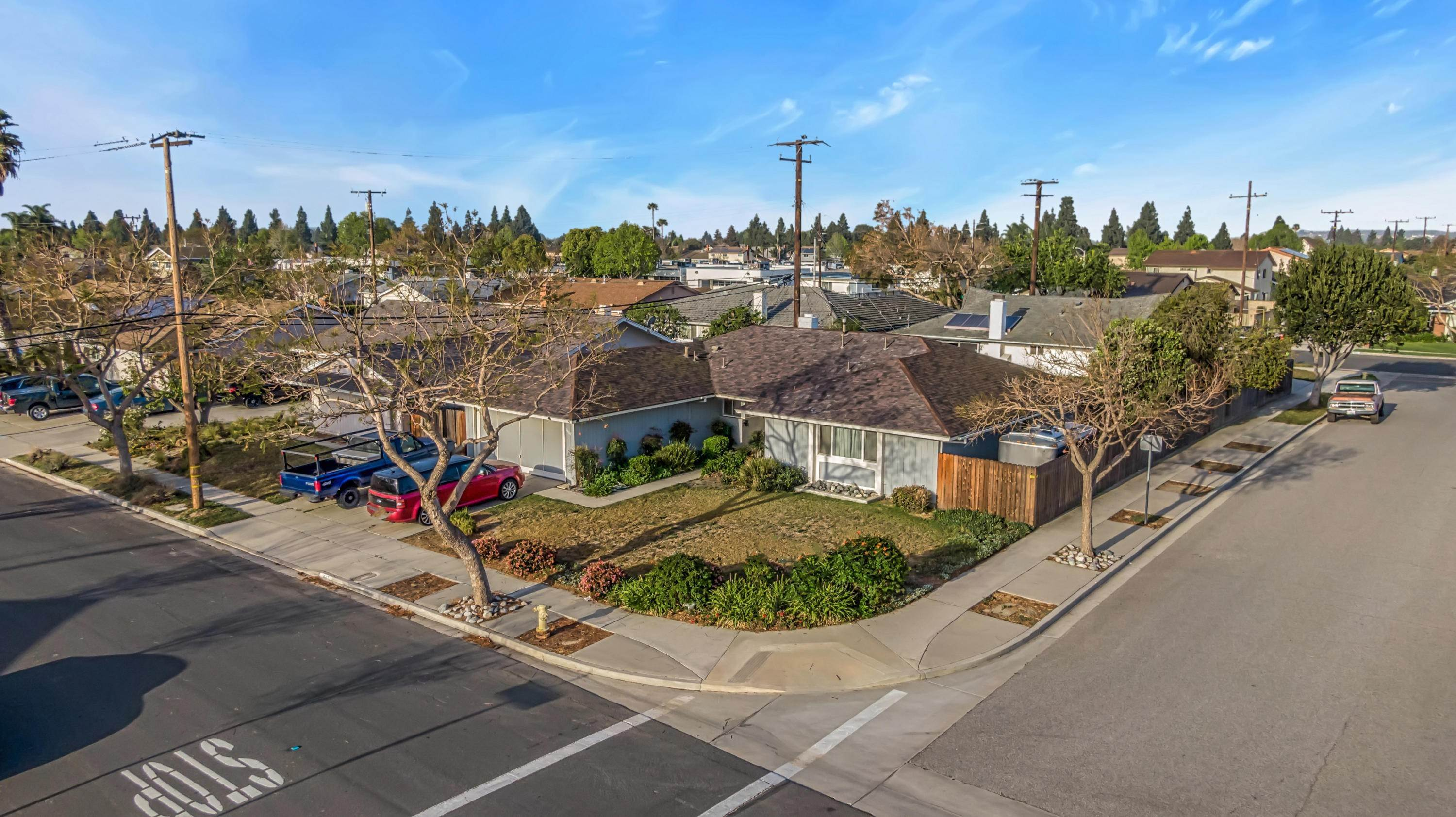 5. Single Family Homes for Sale at 1687 Wolverton Avenue Camarillo, California 93010 United States