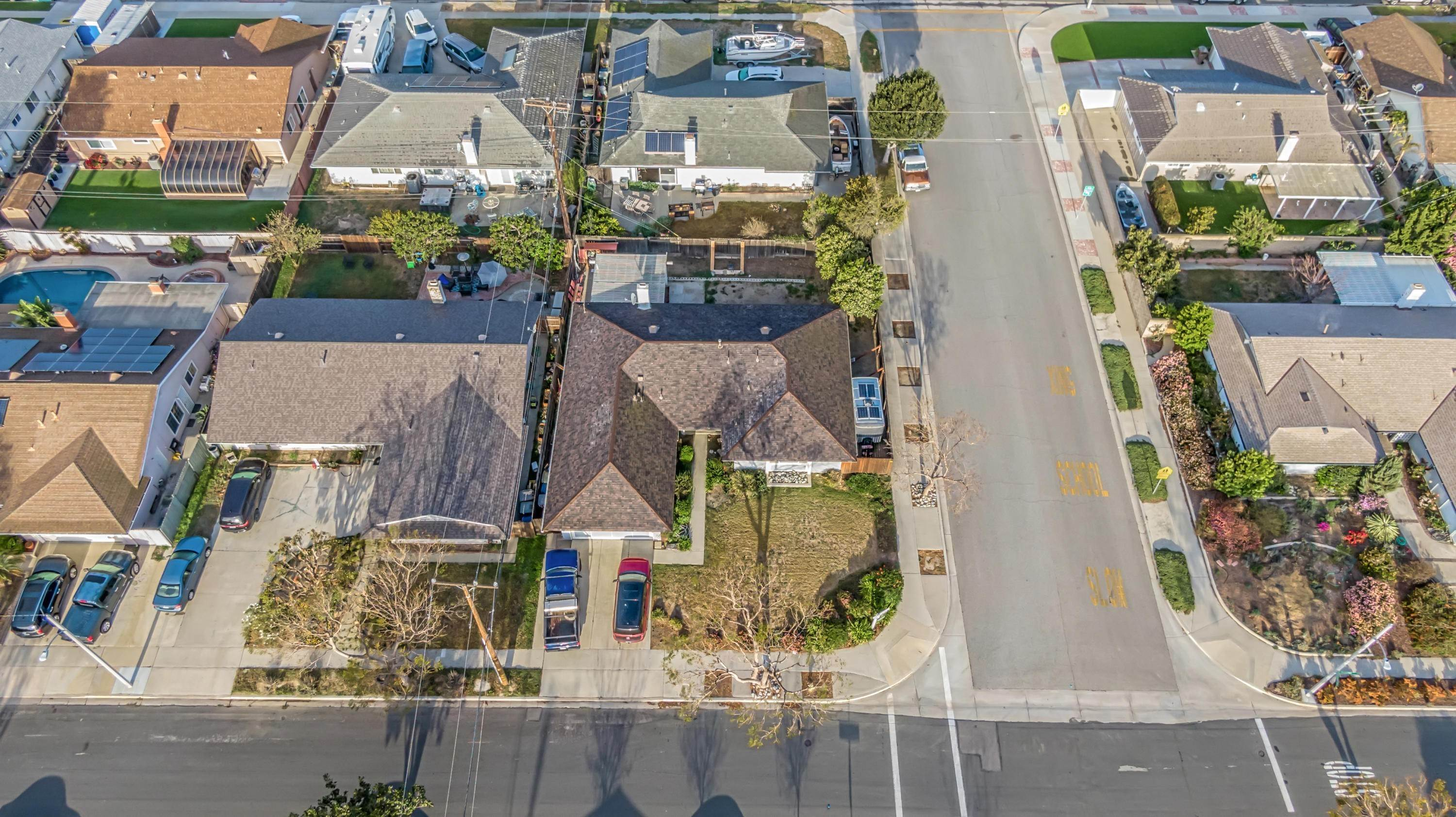 6. Single Family Homes for Sale at 1687 Wolverton Avenue Camarillo, California 93010 United States