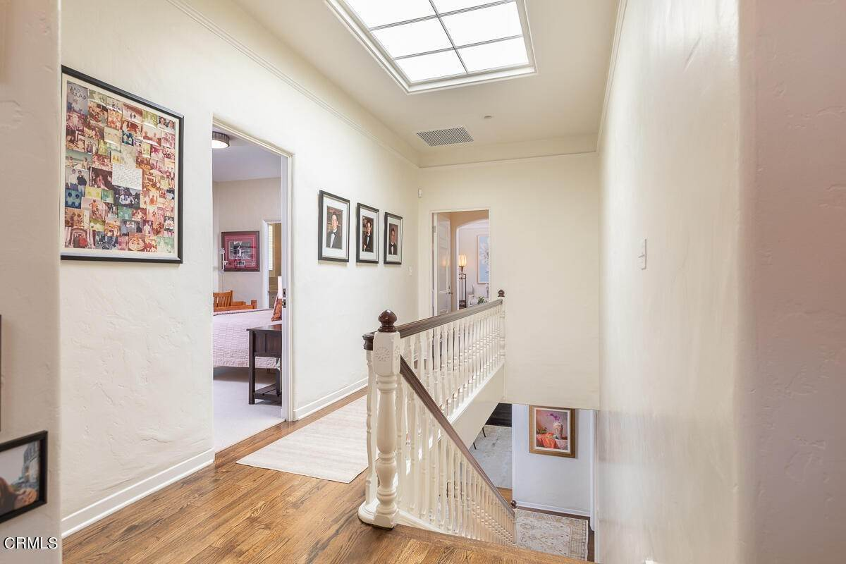 26. Single Family Homes for Sale at 2024 Ashbourne Drive South Pasadena, California 91030 United States