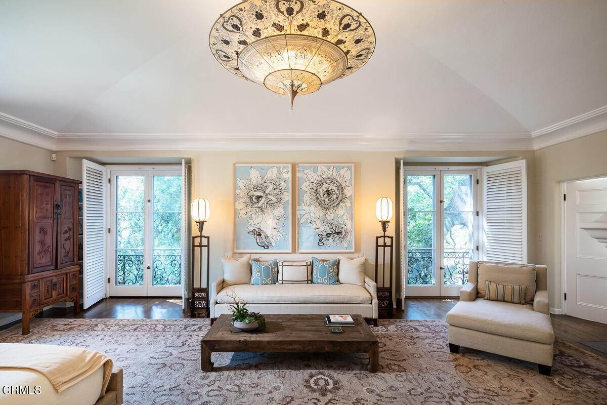 27. Single Family Homes for Sale at 2024 Ashbourne Drive South Pasadena, California 91030 United States