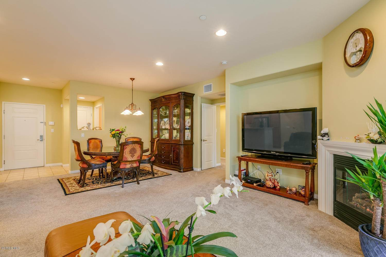 8. Condominiums for Sale at 4366 Tradewinds Drive Oxnard, California 93035 United States