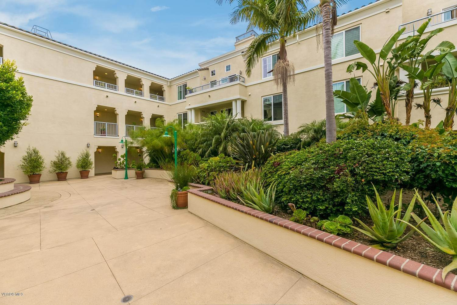25. Condominiums for Sale at 4366 Tradewinds Drive Oxnard, California 93035 United States