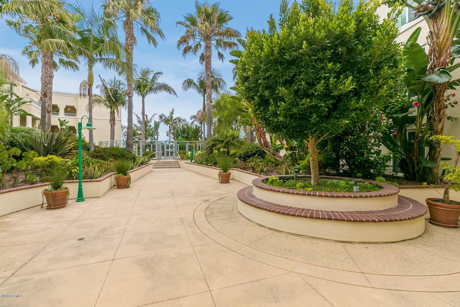27. Condominiums for Sale at 4366 Tradewinds Drive Oxnard, California 93035 United States