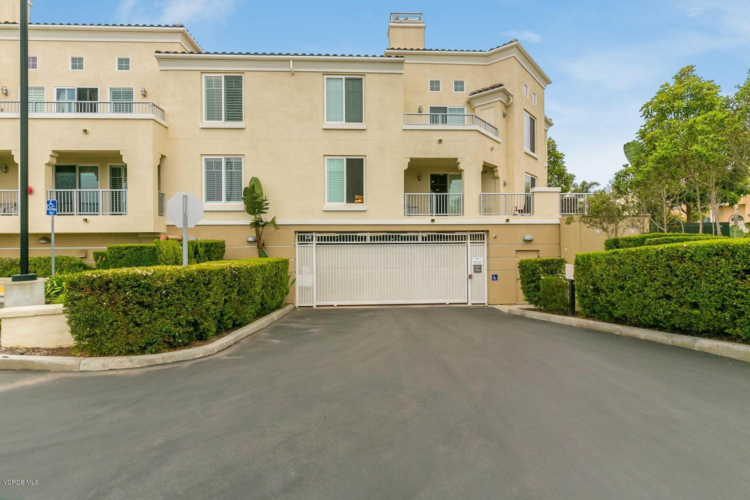 28. Condominiums for Sale at 4366 Tradewinds Drive Oxnard, California 93035 United States