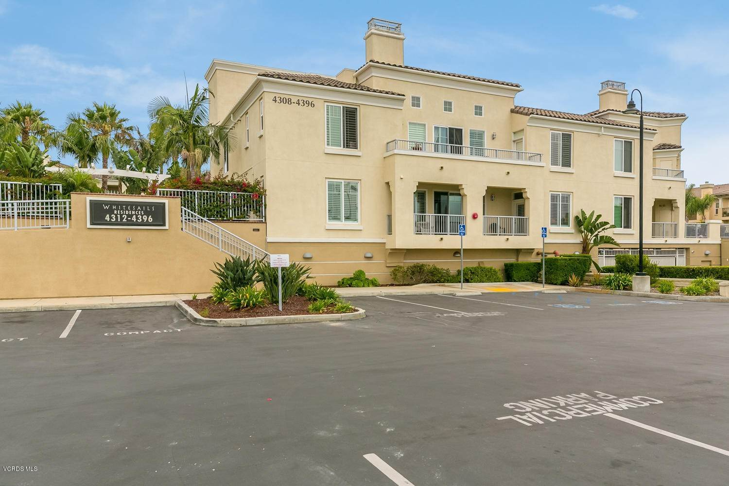 31. Condominiums for Sale at 4366 Tradewinds Drive Oxnard, California 93035 United States