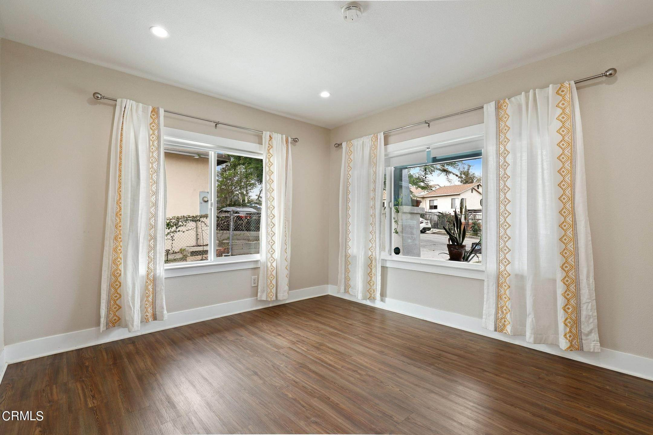 7. Single Family Homes for Sale at 3502 Linda Vista Terrace Los Angeles, California 90032 United States