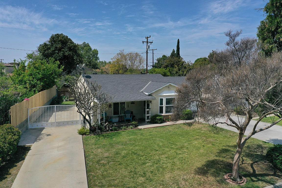 25. Single Family Homes for Sale at 449 Brightview Drive Glendora, California 91741 United States