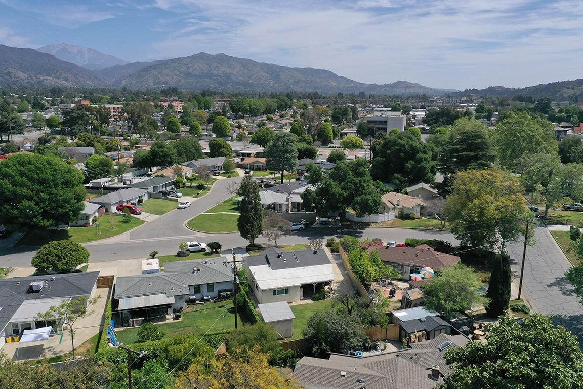 26. Single Family Homes for Sale at 449 Brightview Drive Glendora, California 91741 United States