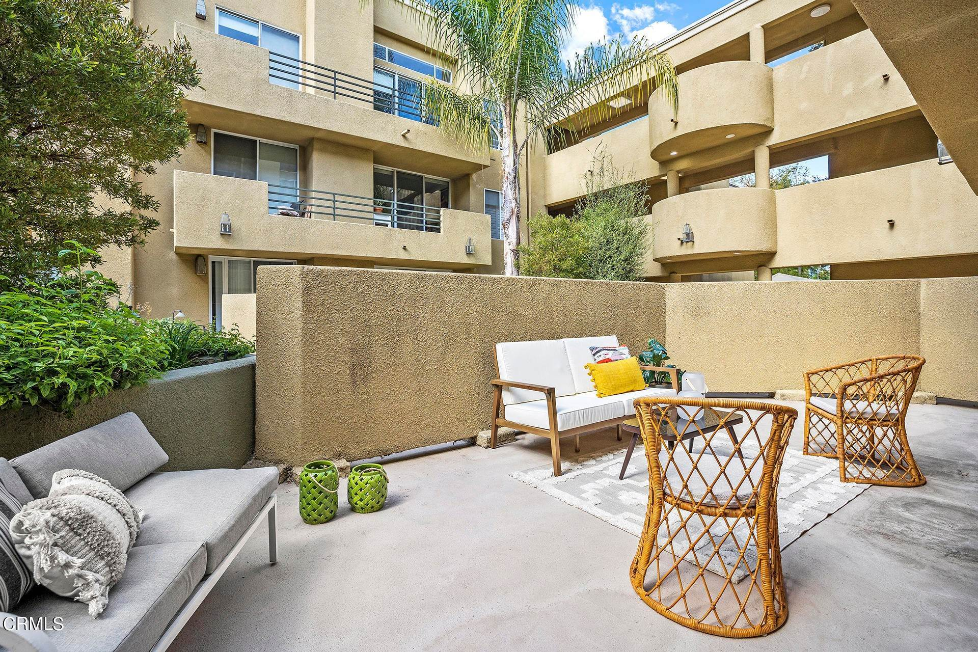 17. Condominiums for Sale at 6140 Monterey Road 210 #210 6140 Monterey Road 210 Los Angeles, California 90042 United States