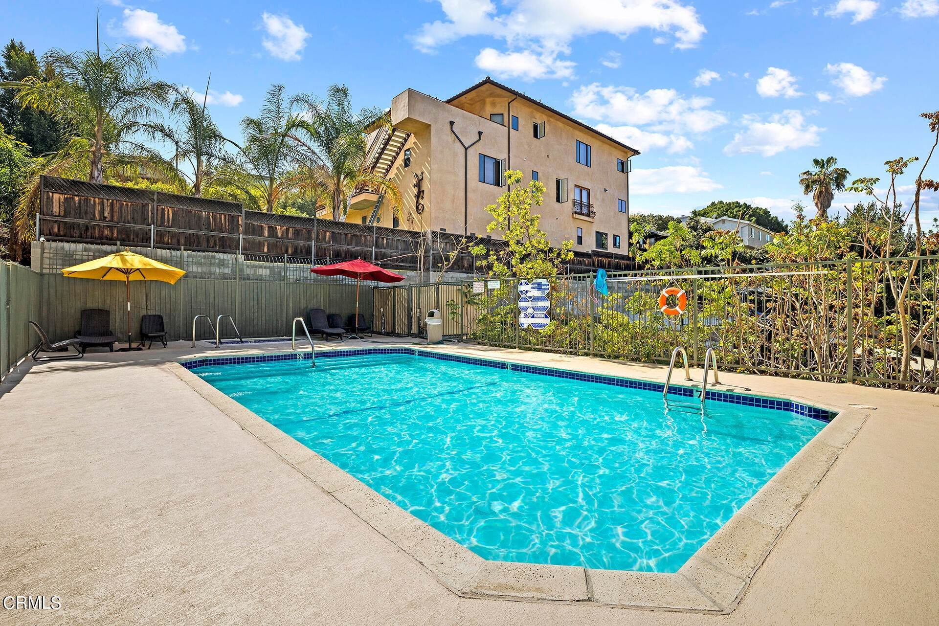 20. Condominiums for Sale at 6140 Monterey Road 210 #210 6140 Monterey Road 210 Los Angeles, California 90042 United States