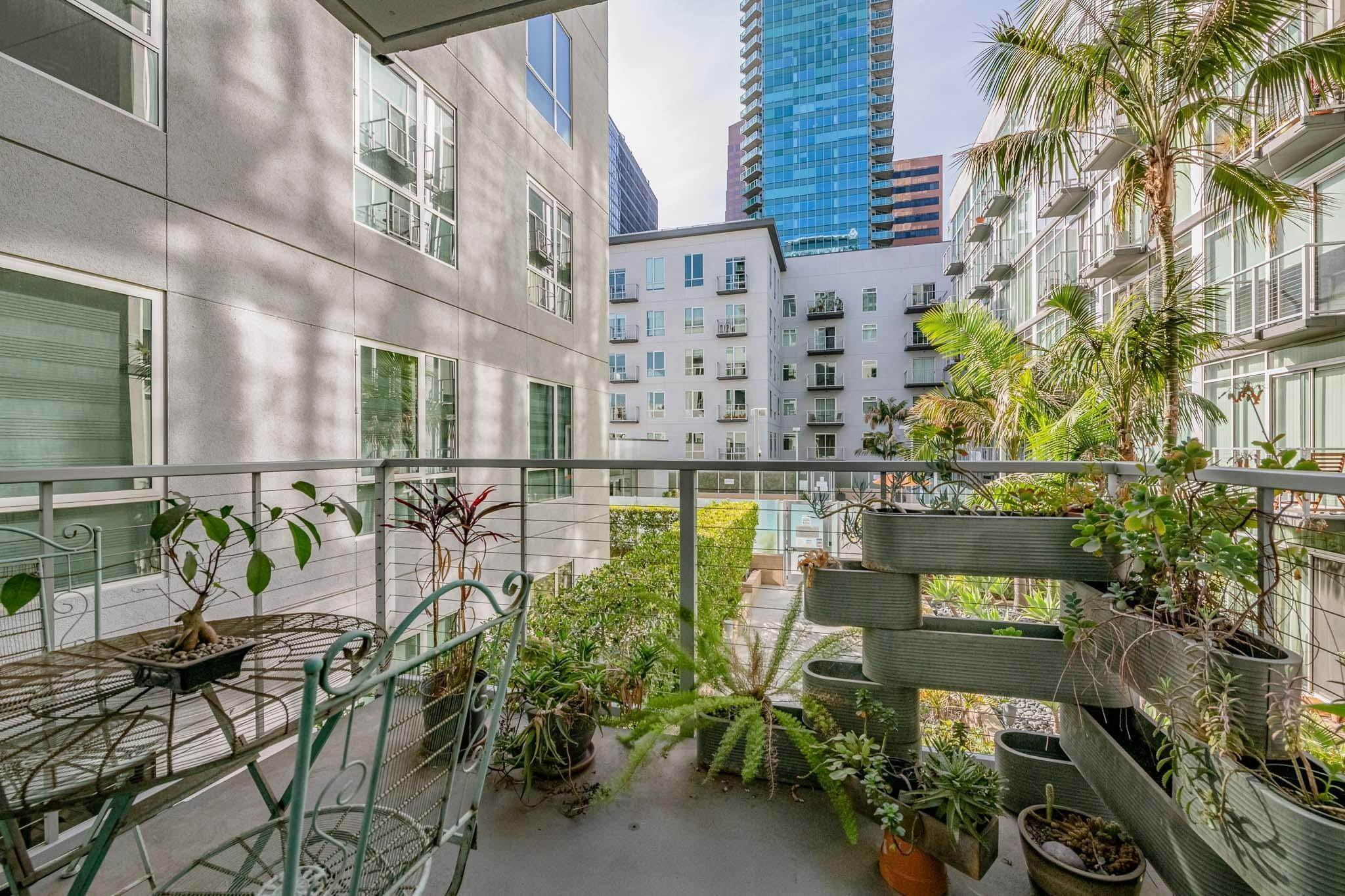 13. Condominiums for Sale at 645 West 9th Street 332 #332 645 West 9th Street 332 Los Angeles, California 90015 United States