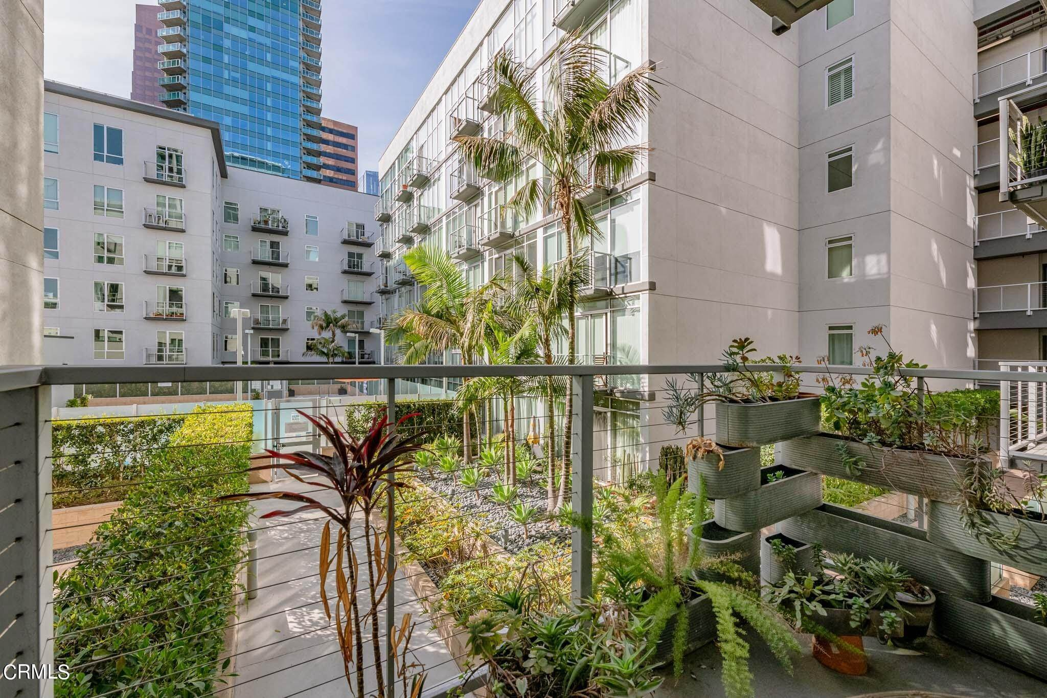 14. Condominiums for Sale at 645 West 9th Street 332 #332 645 West 9th Street 332 Los Angeles, California 90015 United States
