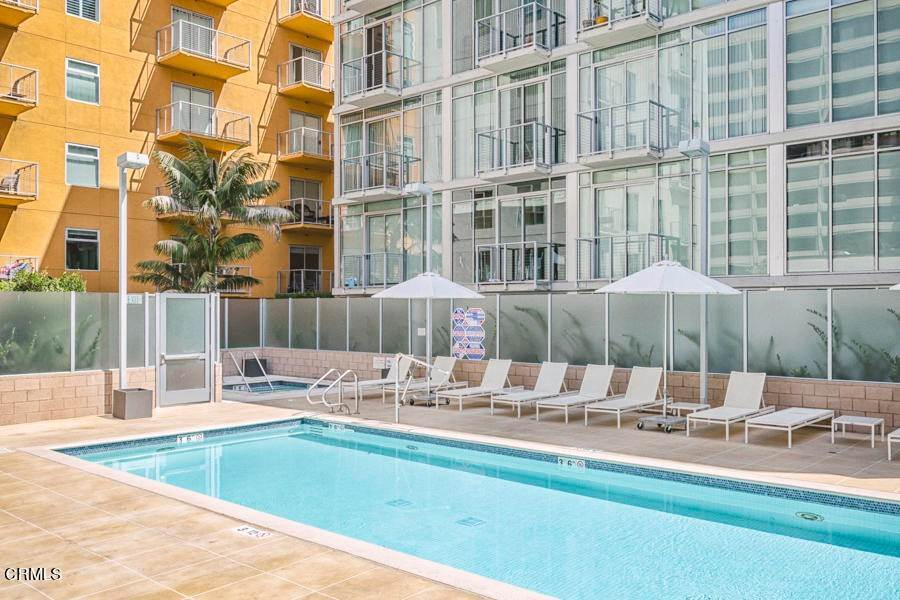 15. Condominiums for Sale at 645 West 9th Street 332 #332 645 West 9th Street 332 Los Angeles, California 90015 United States