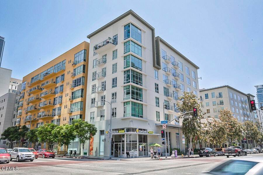 Condominiums for Sale at 645 West 9th Street 332 #332 645 West 9th Street 332 Los Angeles, California 90015 United States