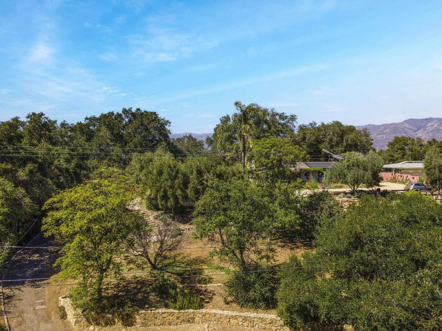 36. Single Family Homes for Sale at 170 Brandt Avenue Oak View, California 93022 United States