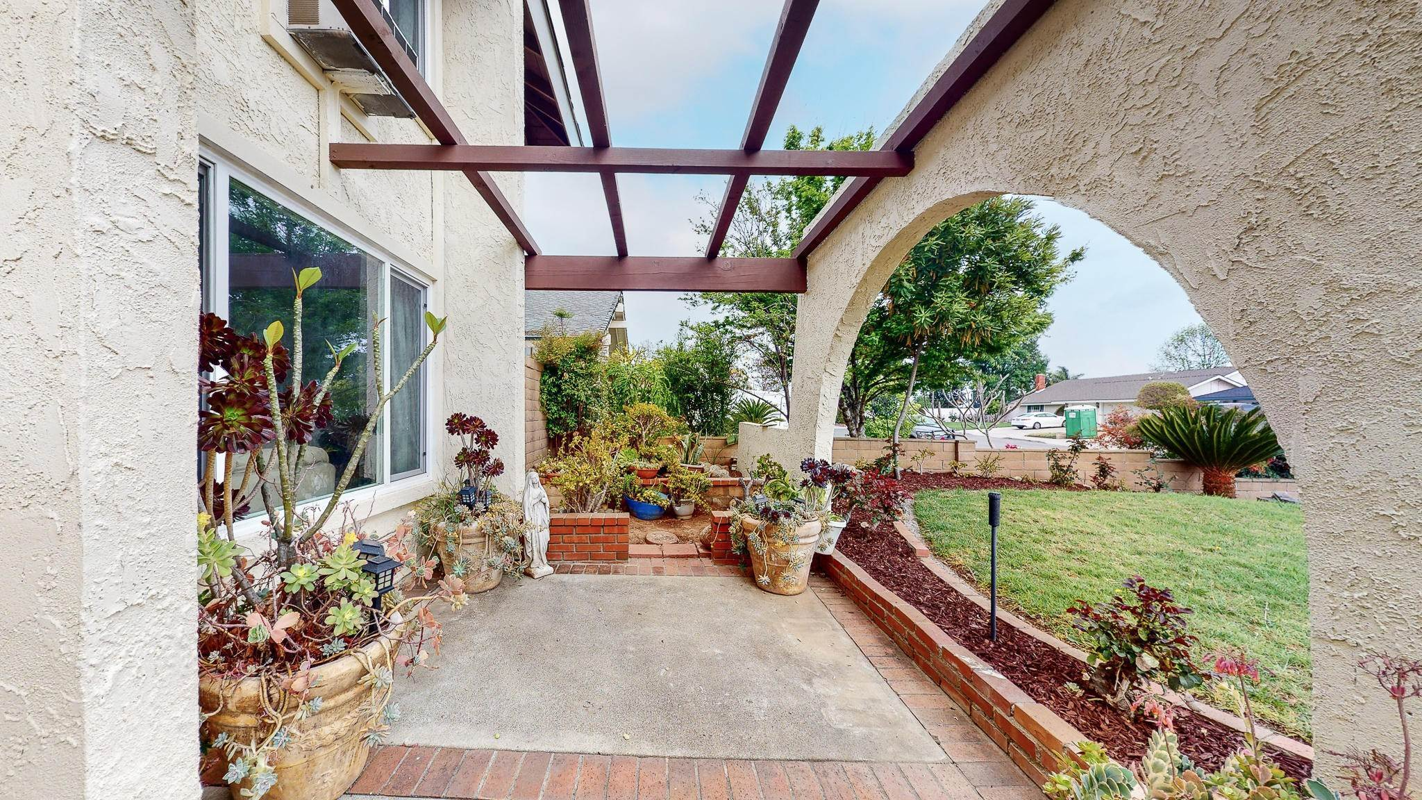5. Single Family Homes for Sale at 1039 Alondra Circle La Verne, California 91750 United States