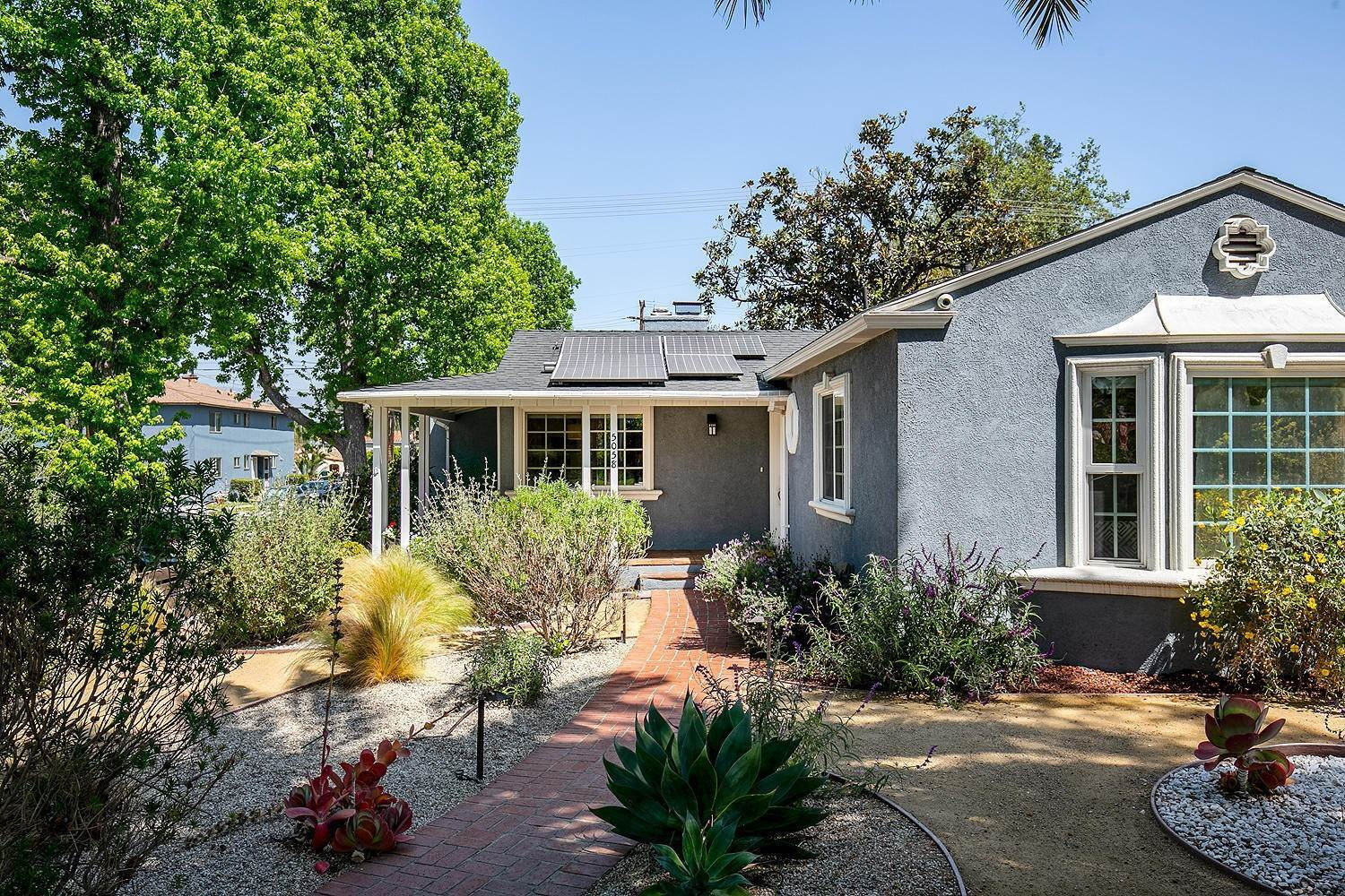 4. Single Family Homes for Sale at 5058 Willowcrest Avenue North Hollywood, California 91601 United States
