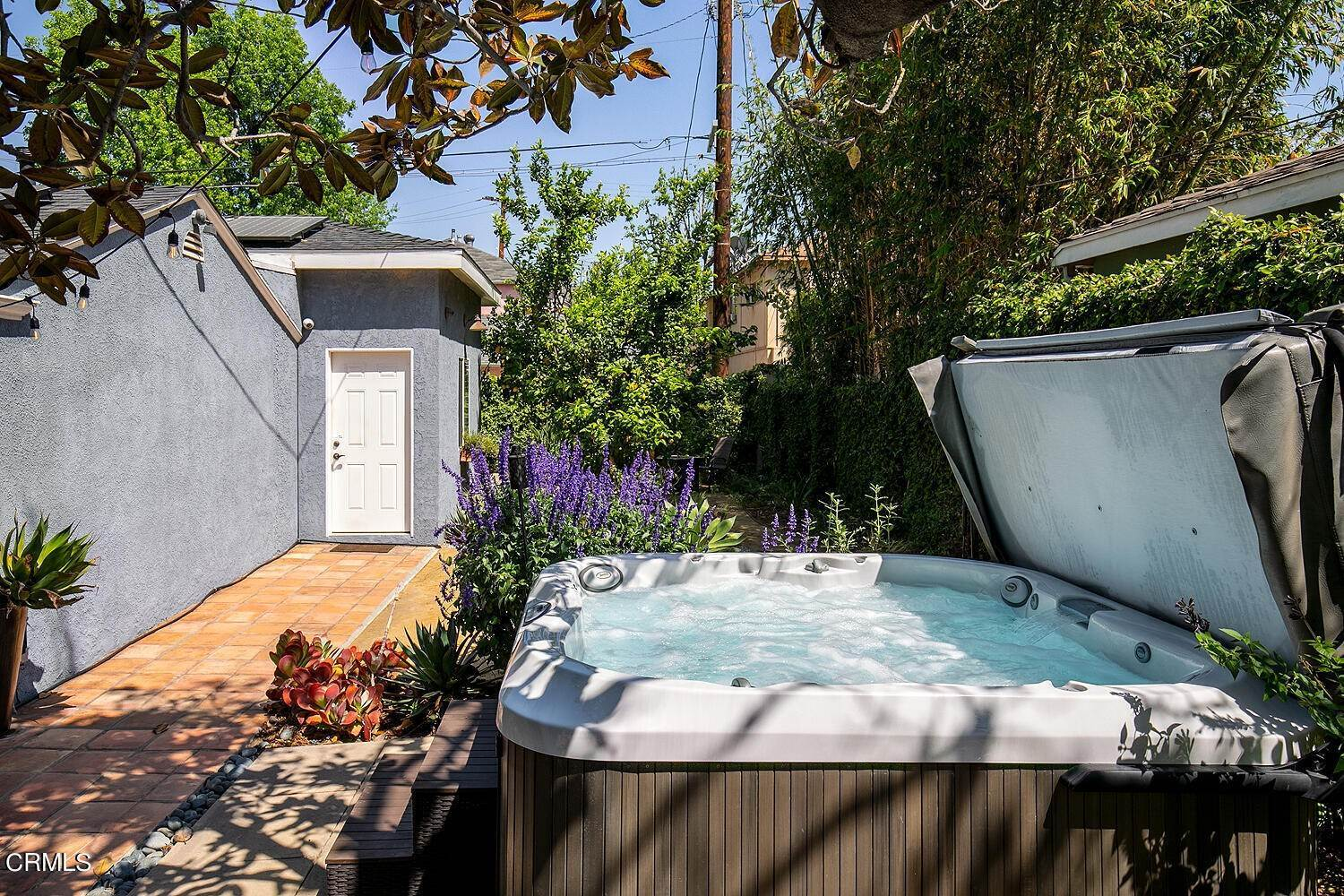 37. Single Family Homes for Sale at 5058 Willowcrest Avenue North Hollywood, California 91601 United States