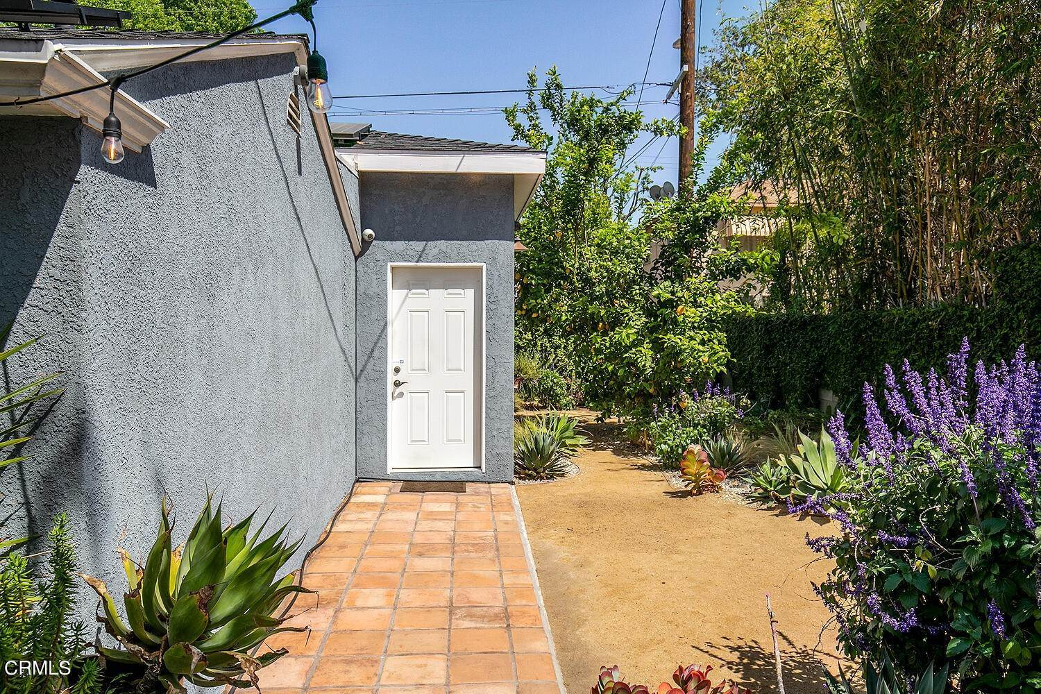 38. Single Family Homes for Sale at 5058 Willowcrest Avenue North Hollywood, California 91601 United States