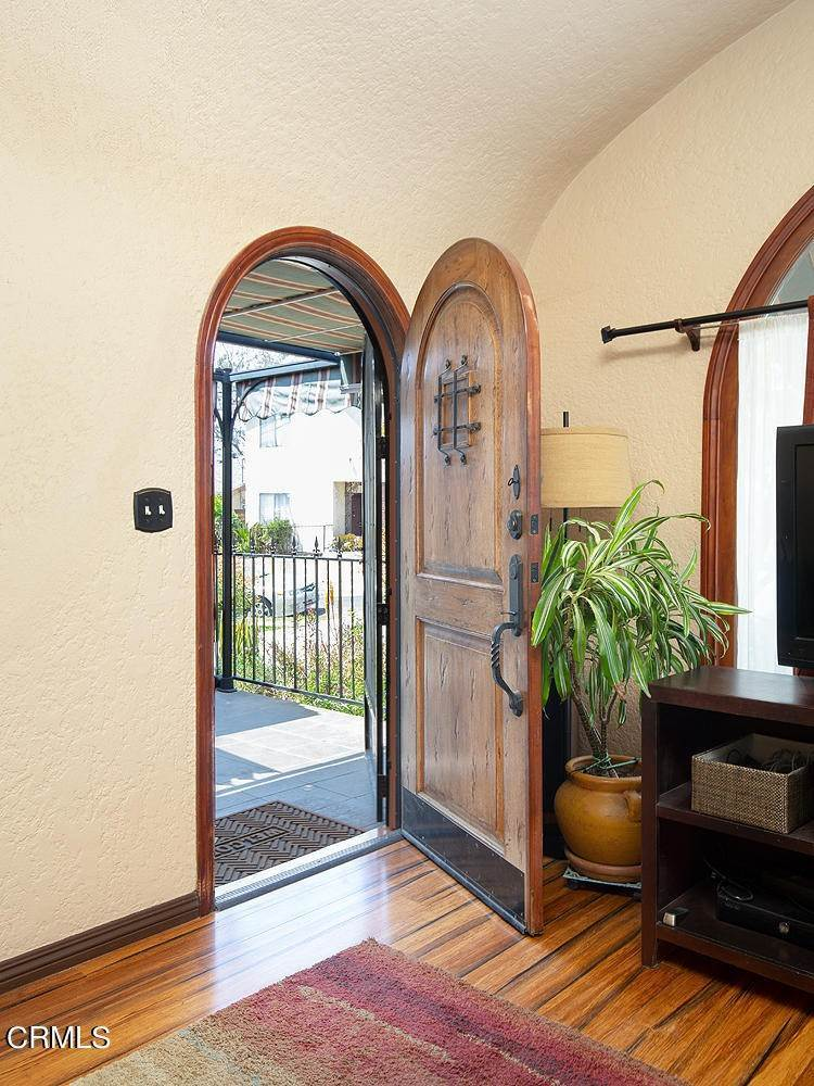 4. Single Family Homes for Sale at 1032 Glen Arbor Avenue Los Angeles, California 90041 United States