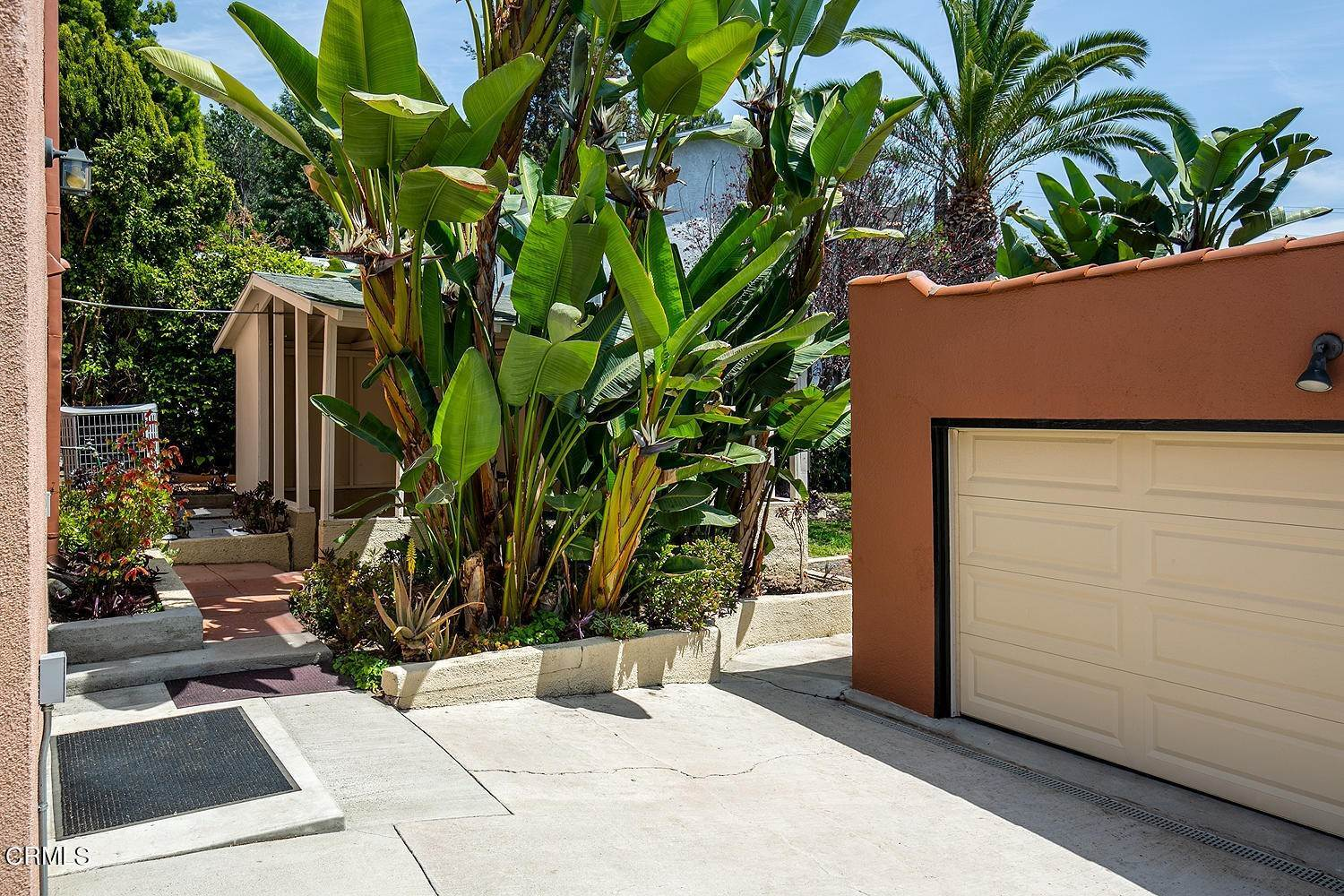 18. Single Family Homes for Sale at 1032 Glen Arbor Avenue Los Angeles, California 90041 United States