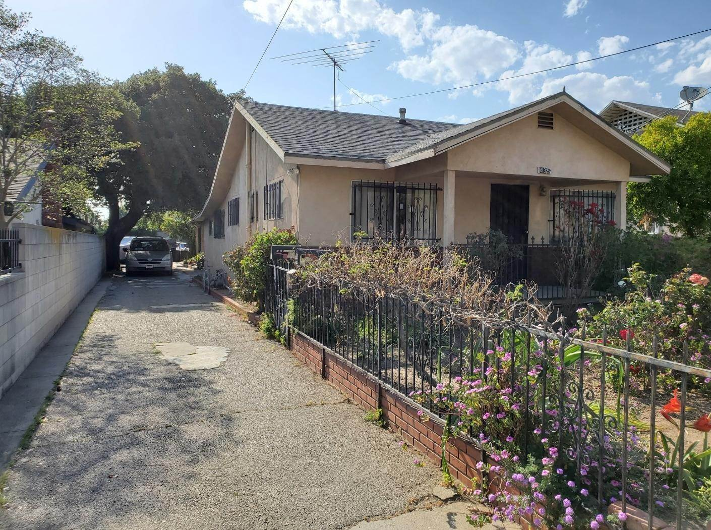 2. Single Family Homes for Sale at 435 North Soldano Avenue Azusa, California 91702 United States