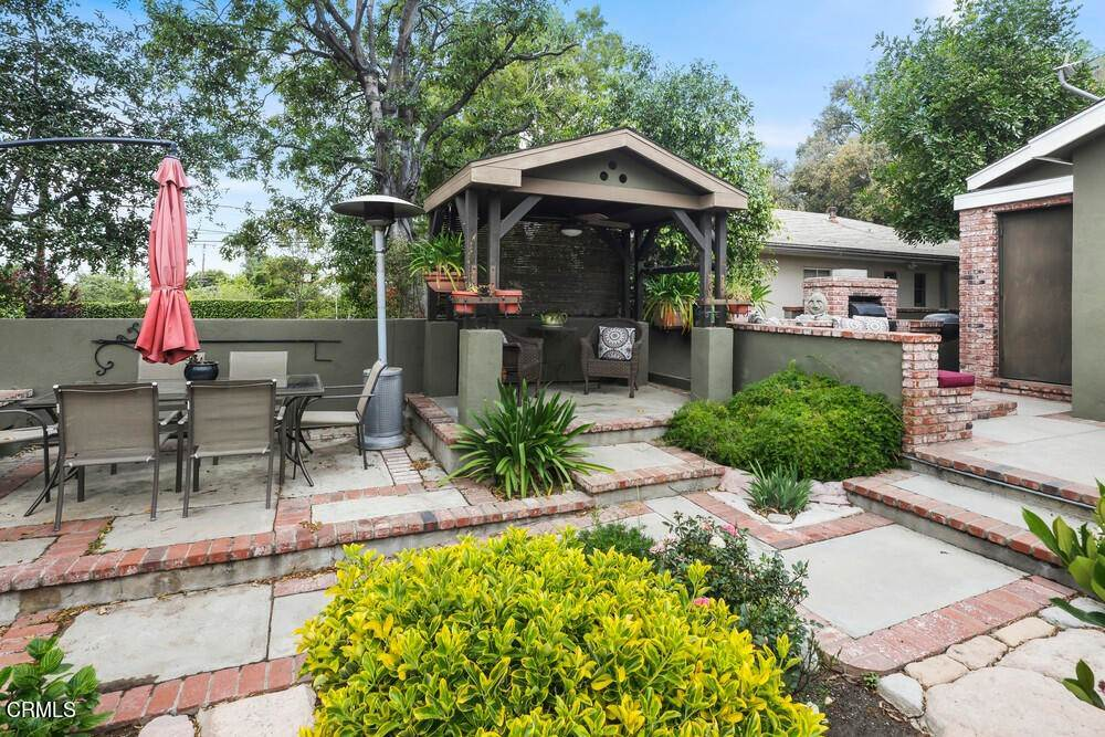 43. Single Family Homes for Sale at 1084 Beverly Way Altadena, California 91001 United States