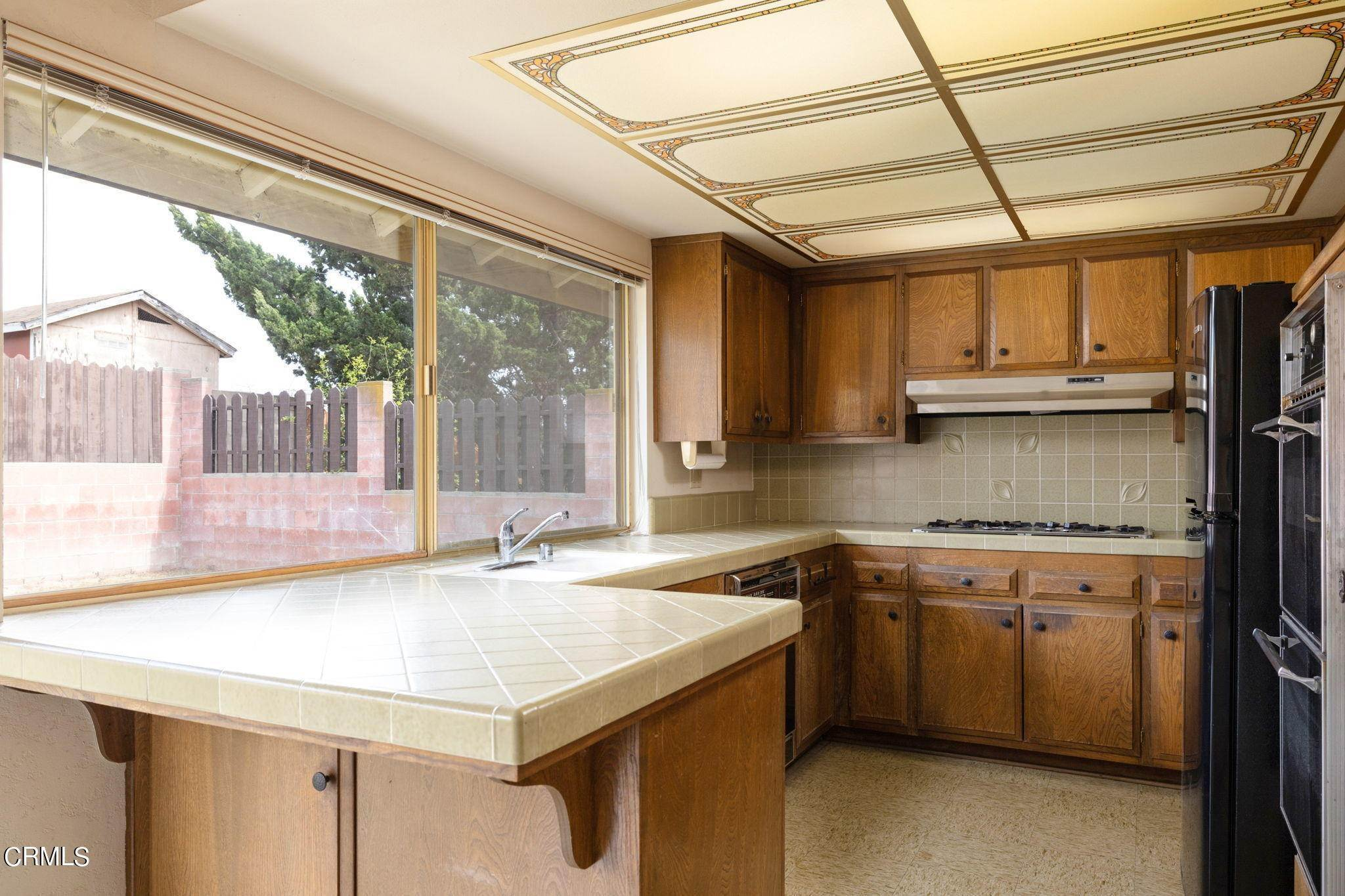 16. Single Family Homes for Sale at 1788 Lyndhurst Avenue Camarillo, California 93010 United States