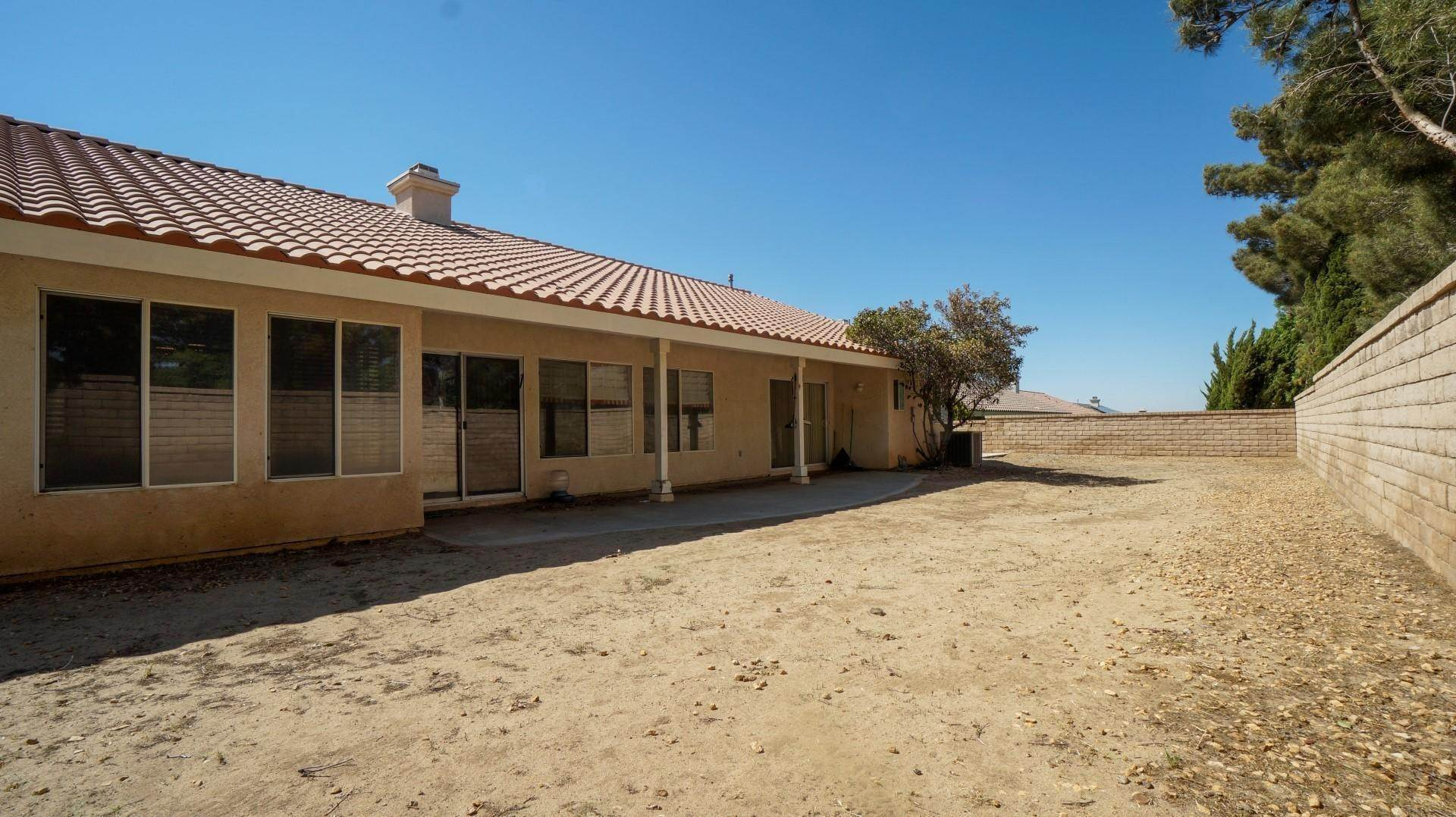 20. Single Family Homes for Sale at 42234 Camden Way Lancaster, California 93536 United States