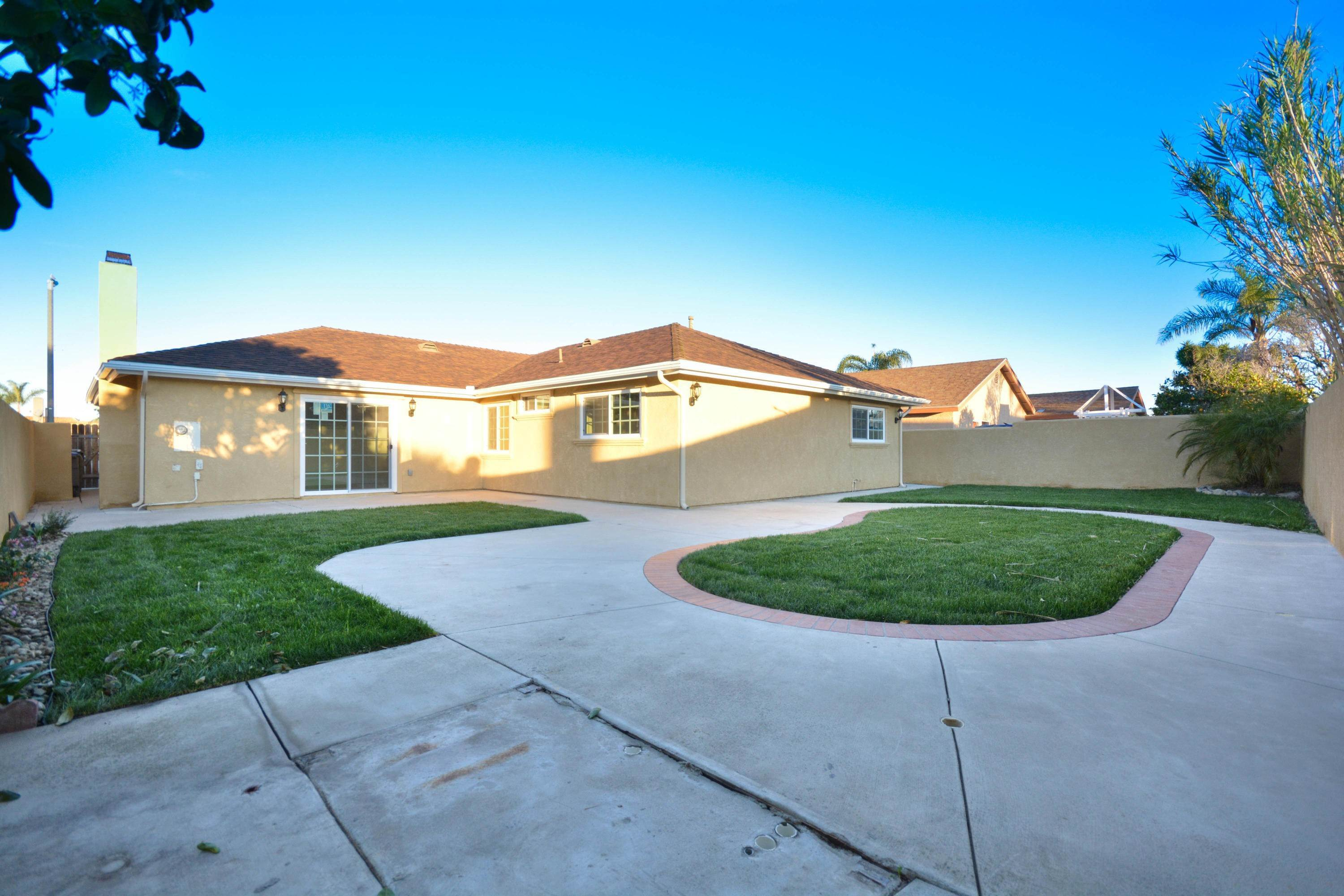 20. Single Family Homes for Sale at 4830 Webster Drive Oxnard, California 93033 United States