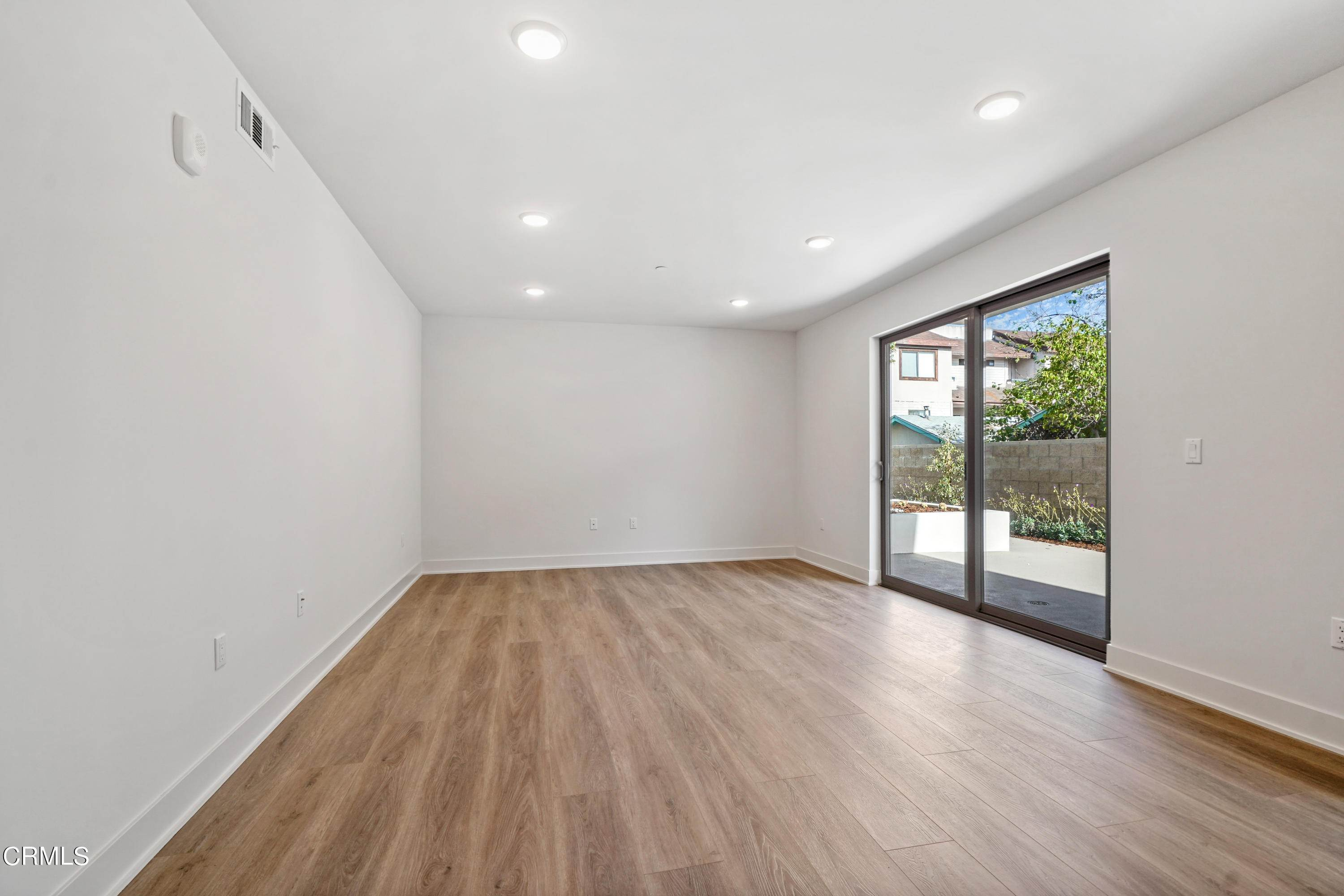 12. Condominiums for Sale at 518 East windsor Road 106 #106 518 East windsor Road 106 Glendale, California 91205 United States