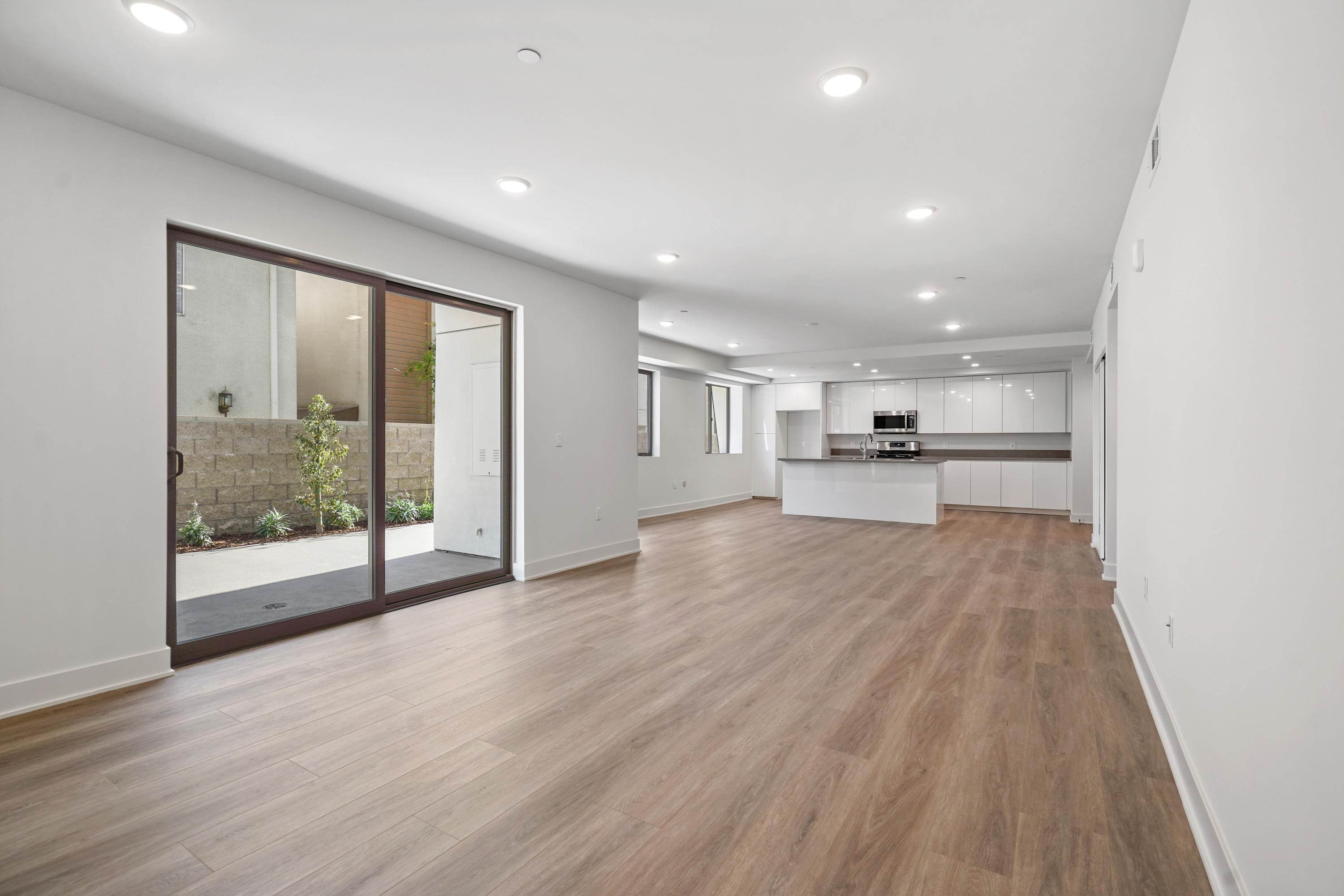 13. Condominiums for Sale at 518 East windsor Road 106 #106 518 East windsor Road 106 Glendale, California 91205 United States