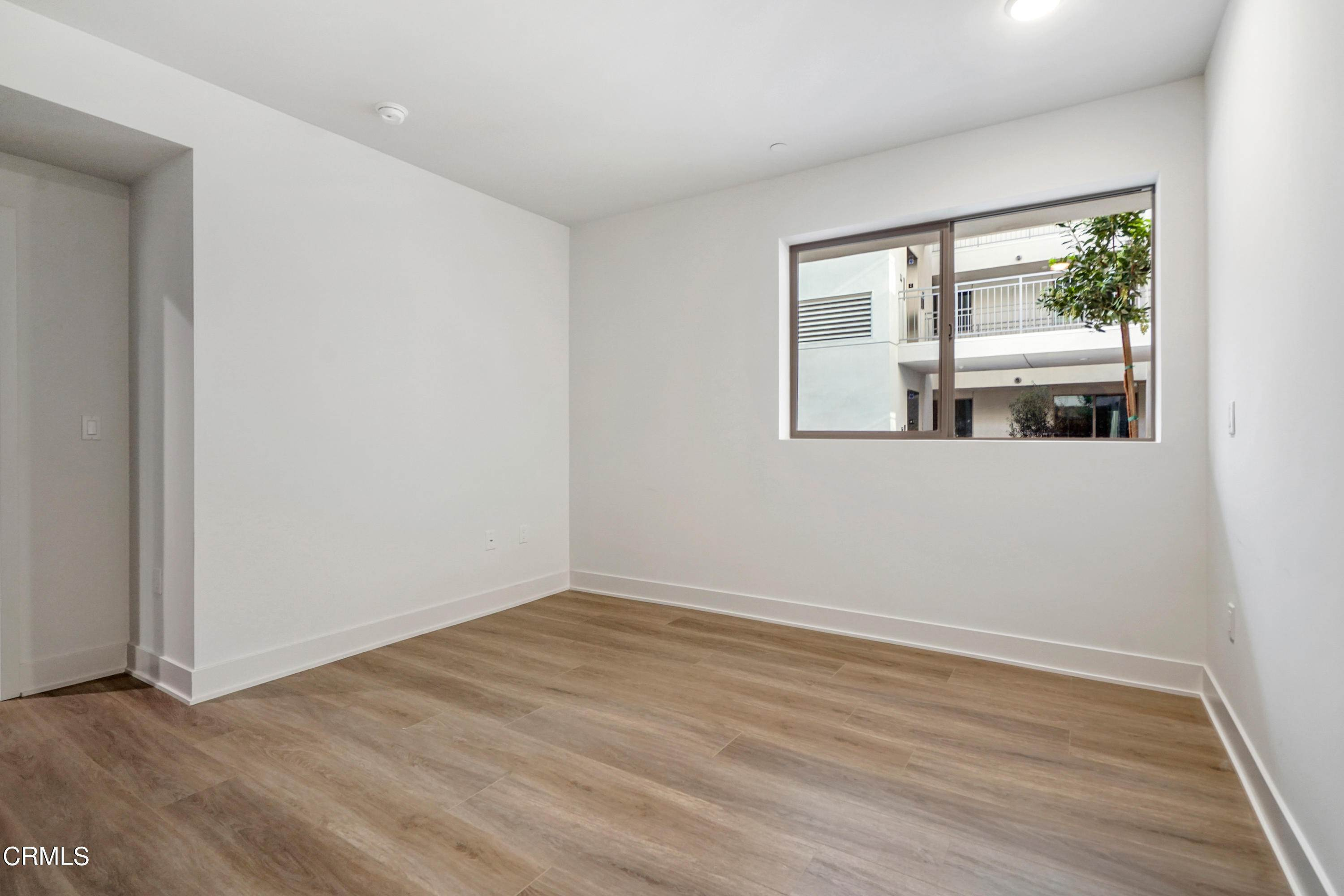 19. Condominiums for Sale at 518 East windsor Road 106 #106 518 East windsor Road 106 Glendale, California 91205 United States