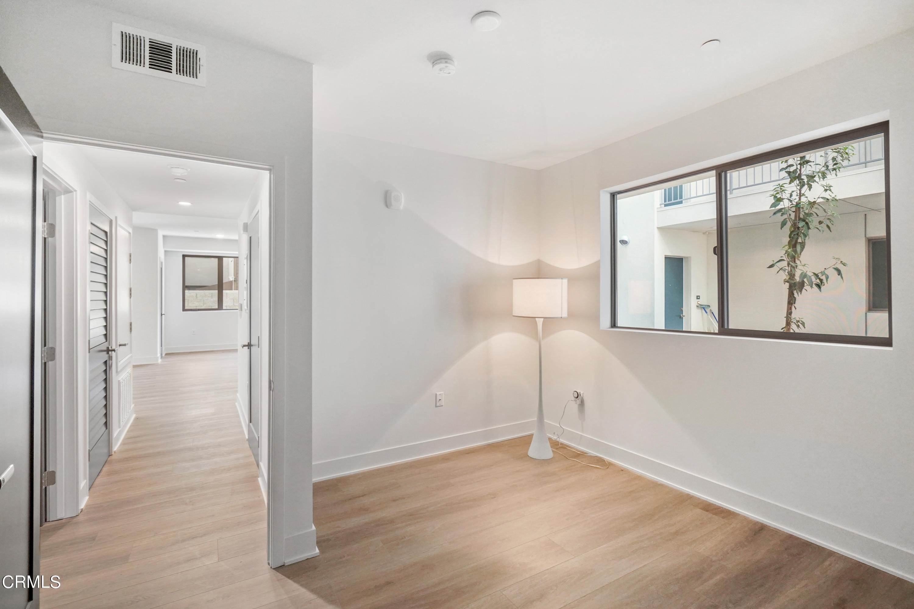 25. Condominiums for Sale at 518 East windsor Road 106 #106 518 East windsor Road 106 Glendale, California 91205 United States