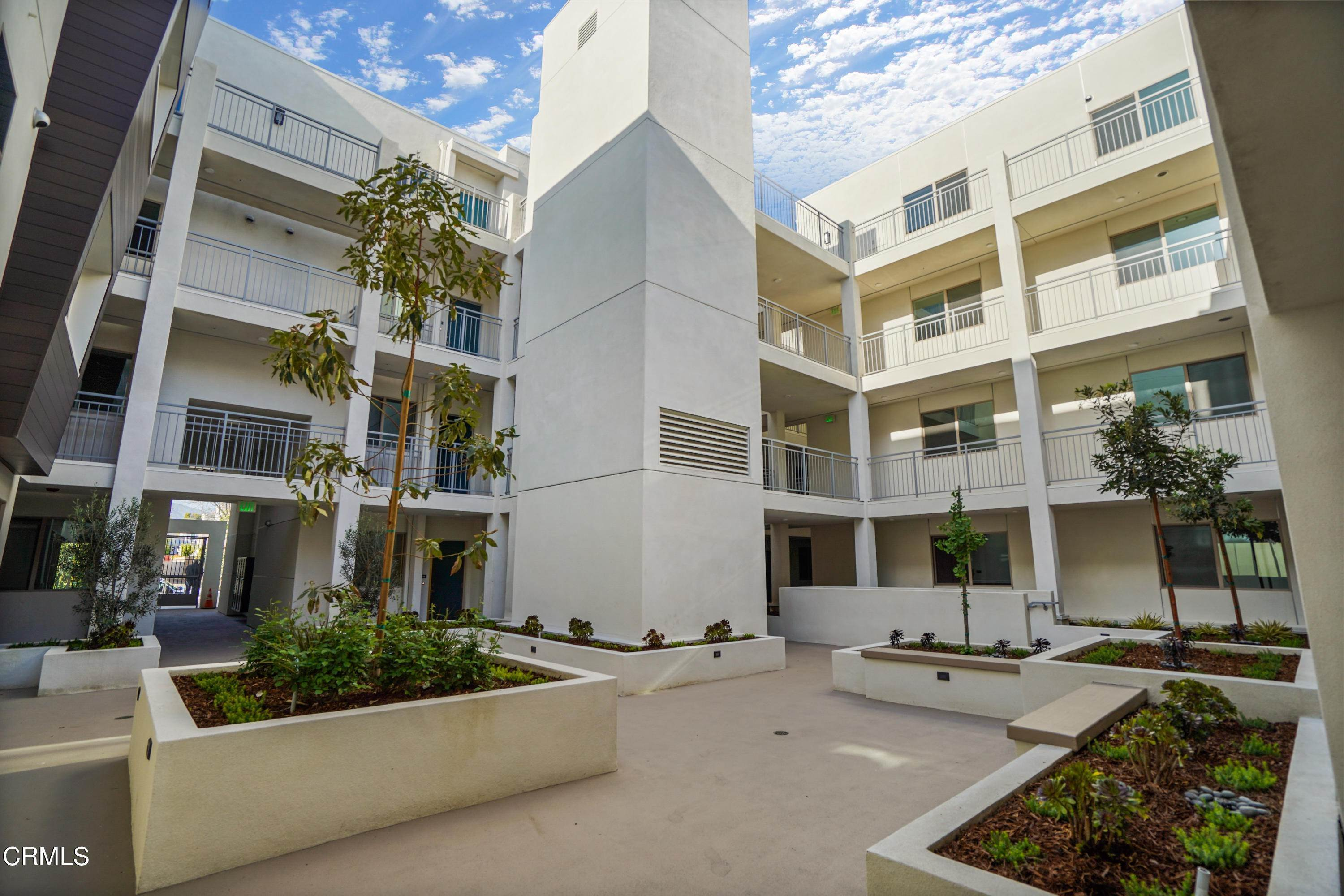 31. Condominiums for Sale at 518 East windsor Road 106 #106 518 East windsor Road 106 Glendale, California 91205 United States