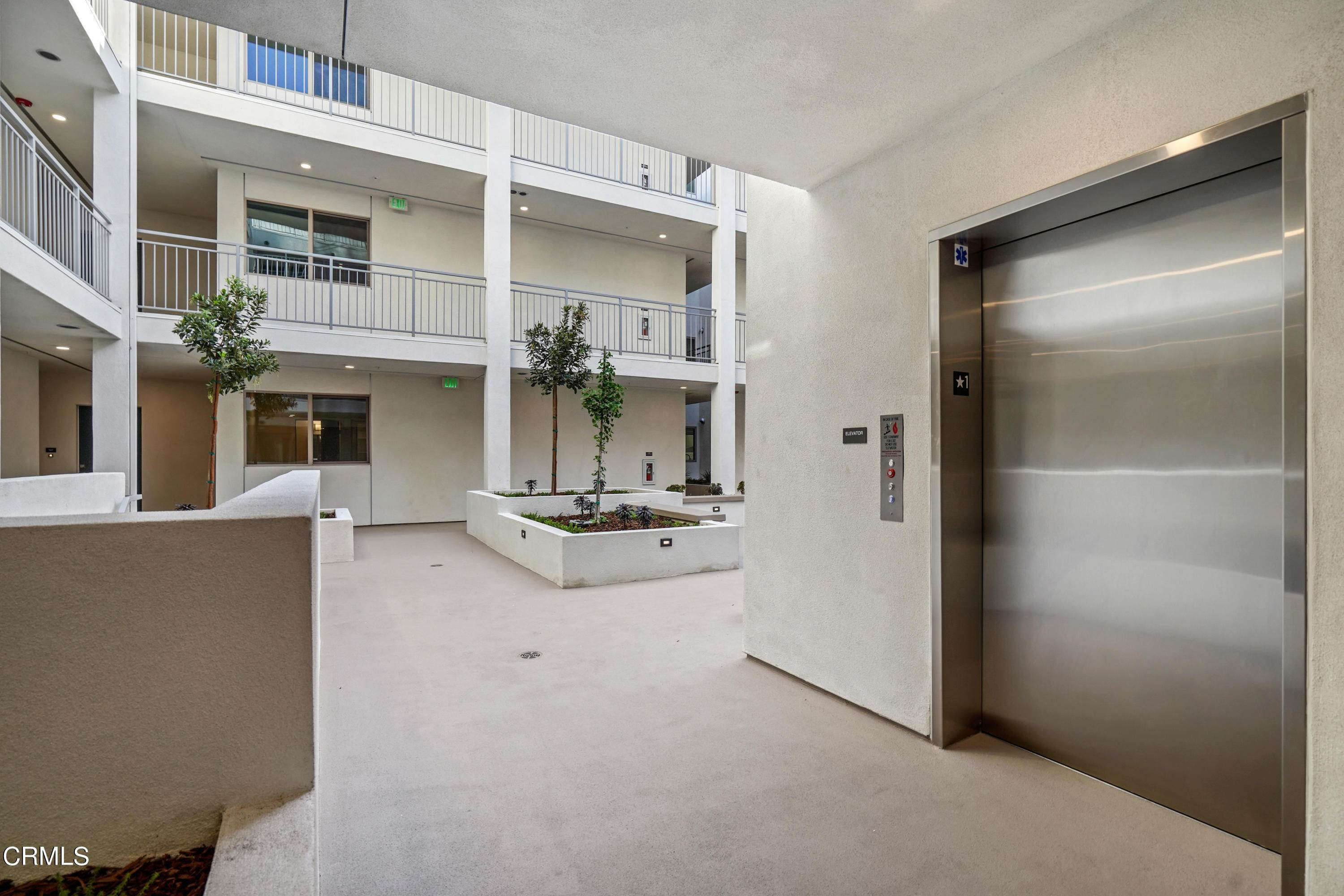 38. Condominiums for Sale at 518 East windsor Road 106 #106 518 East windsor Road 106 Glendale, California 91205 United States