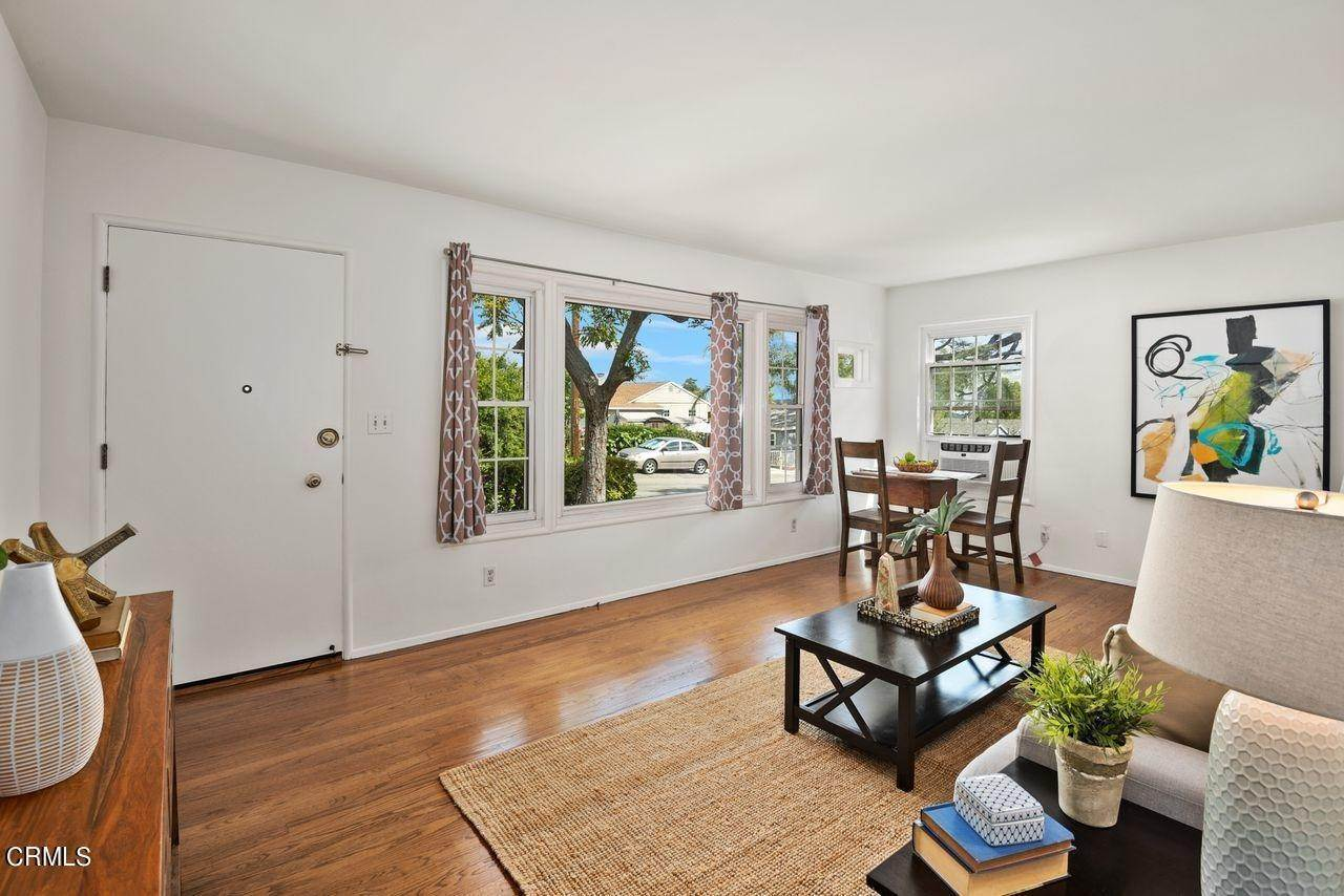 7. Single Family Homes for Sale at 4415 Maryland Avenue Glendale, California 91214 United States