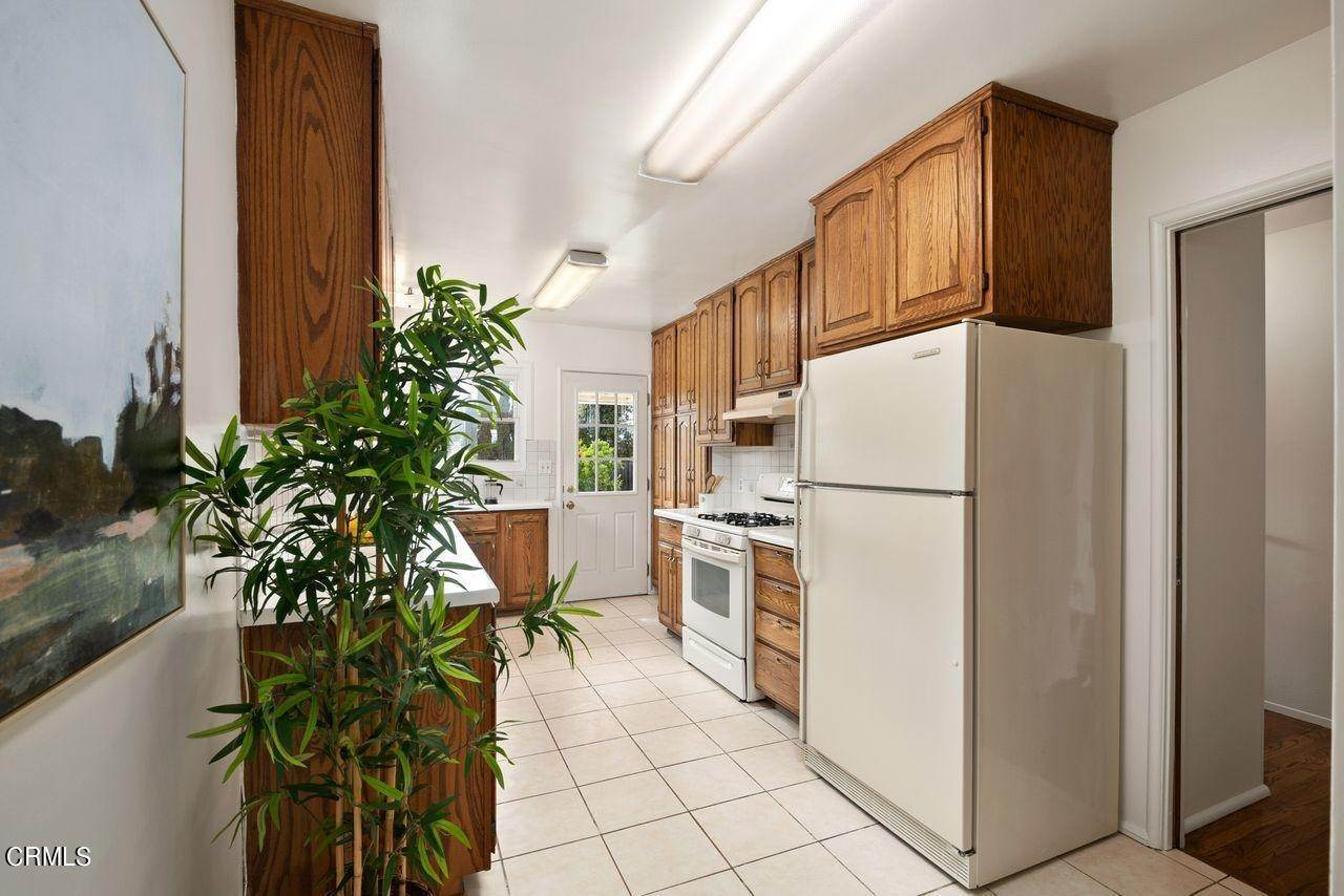 13. Single Family Homes for Sale at 4415 Maryland Avenue Glendale, California 91214 United States